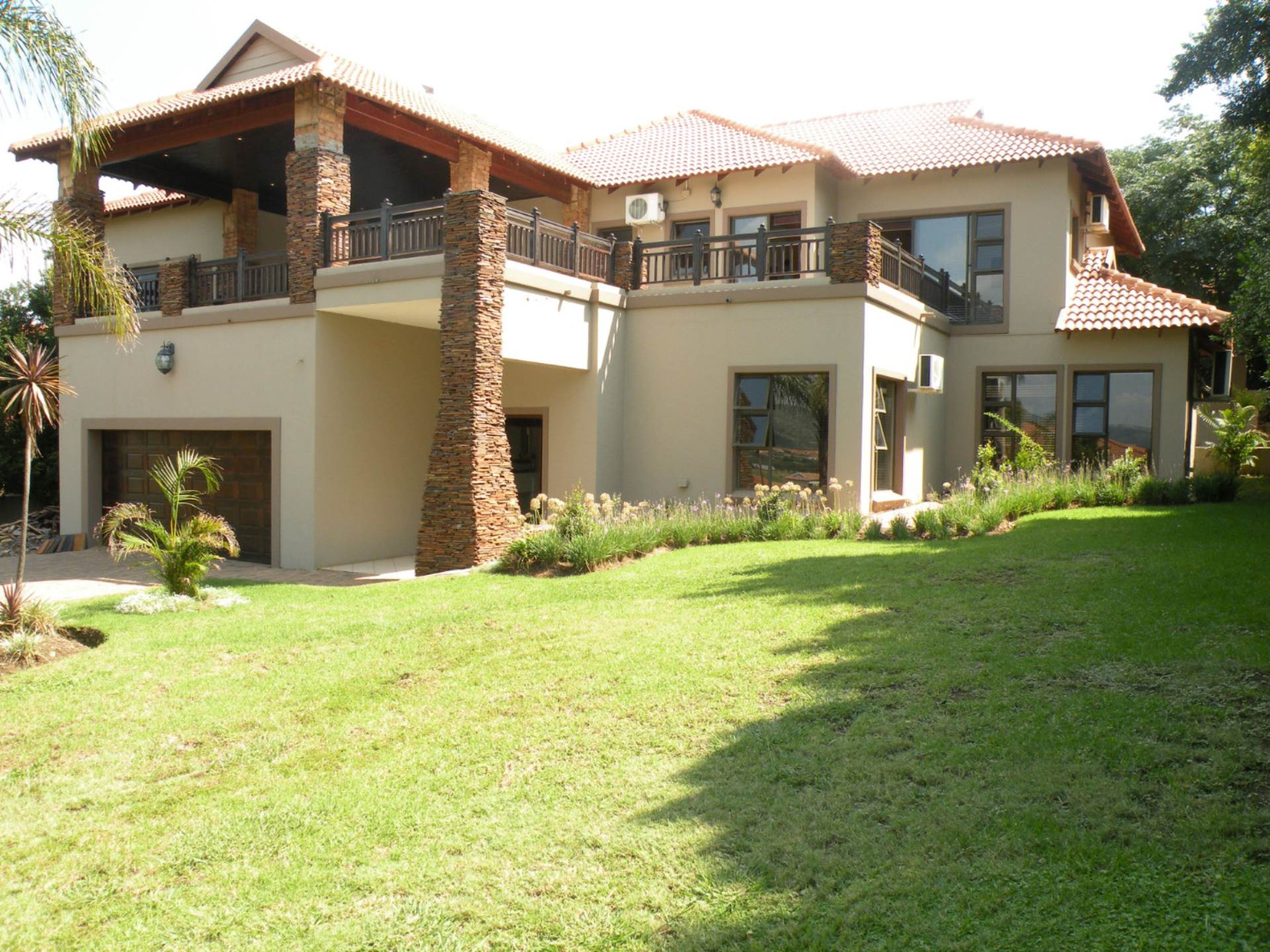 6 BedroomHouse For Sale In Birdwood Estate