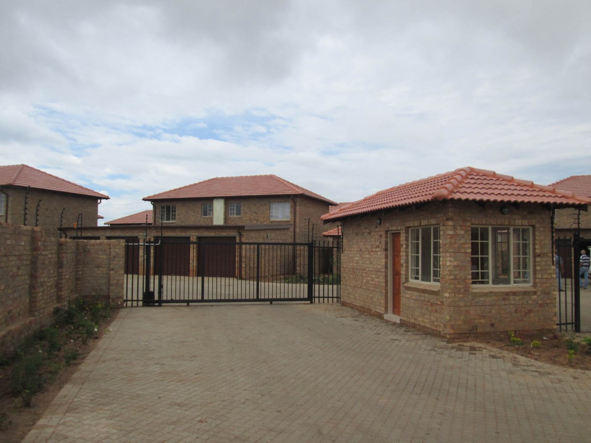 3 BedroomTownhouse To Rent In Annlin