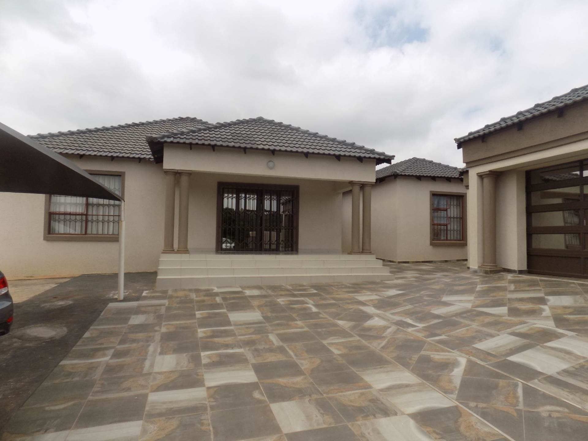 6 BedroomHouse For Sale In Aquapark