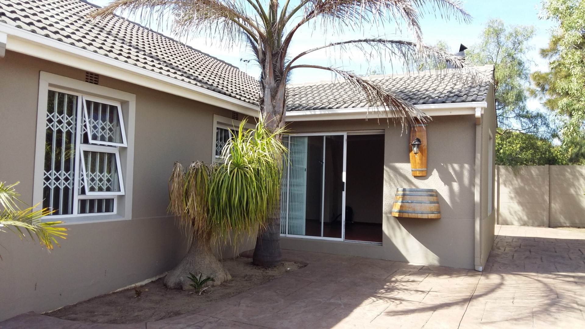 3 BedroomHouse To Rent In Sunningdale