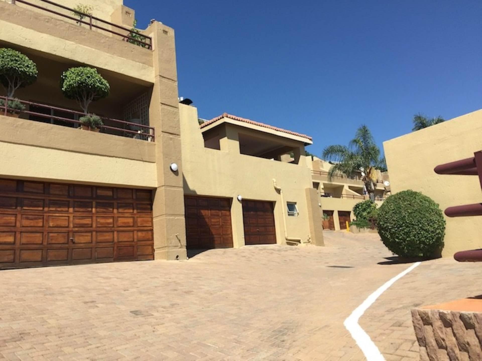 3 BedroomTownhouse To Rent In Constantia Kloof