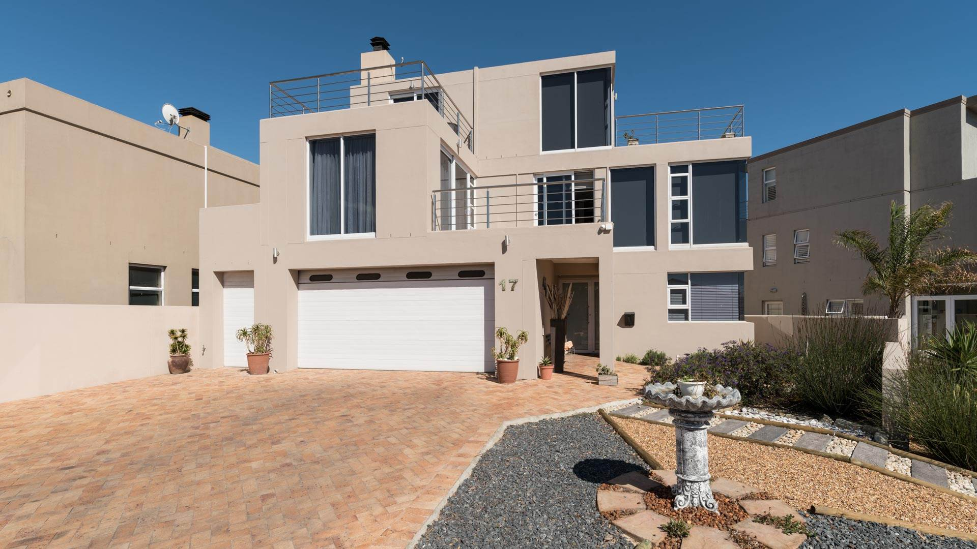 5 BedroomHouse For Sale In Harbour Island