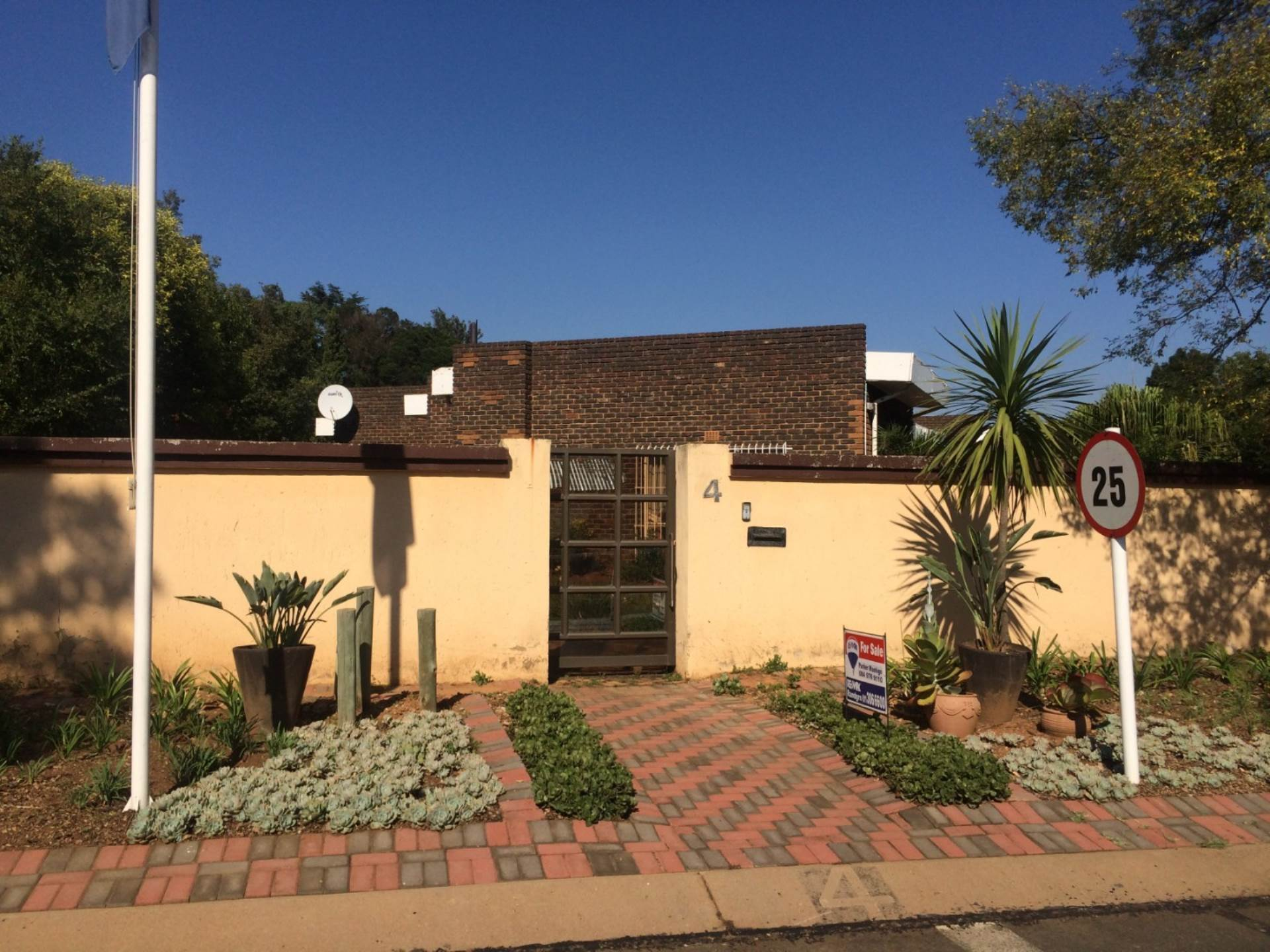 3 BedroomHouse For Sale In Morehill Ext 2