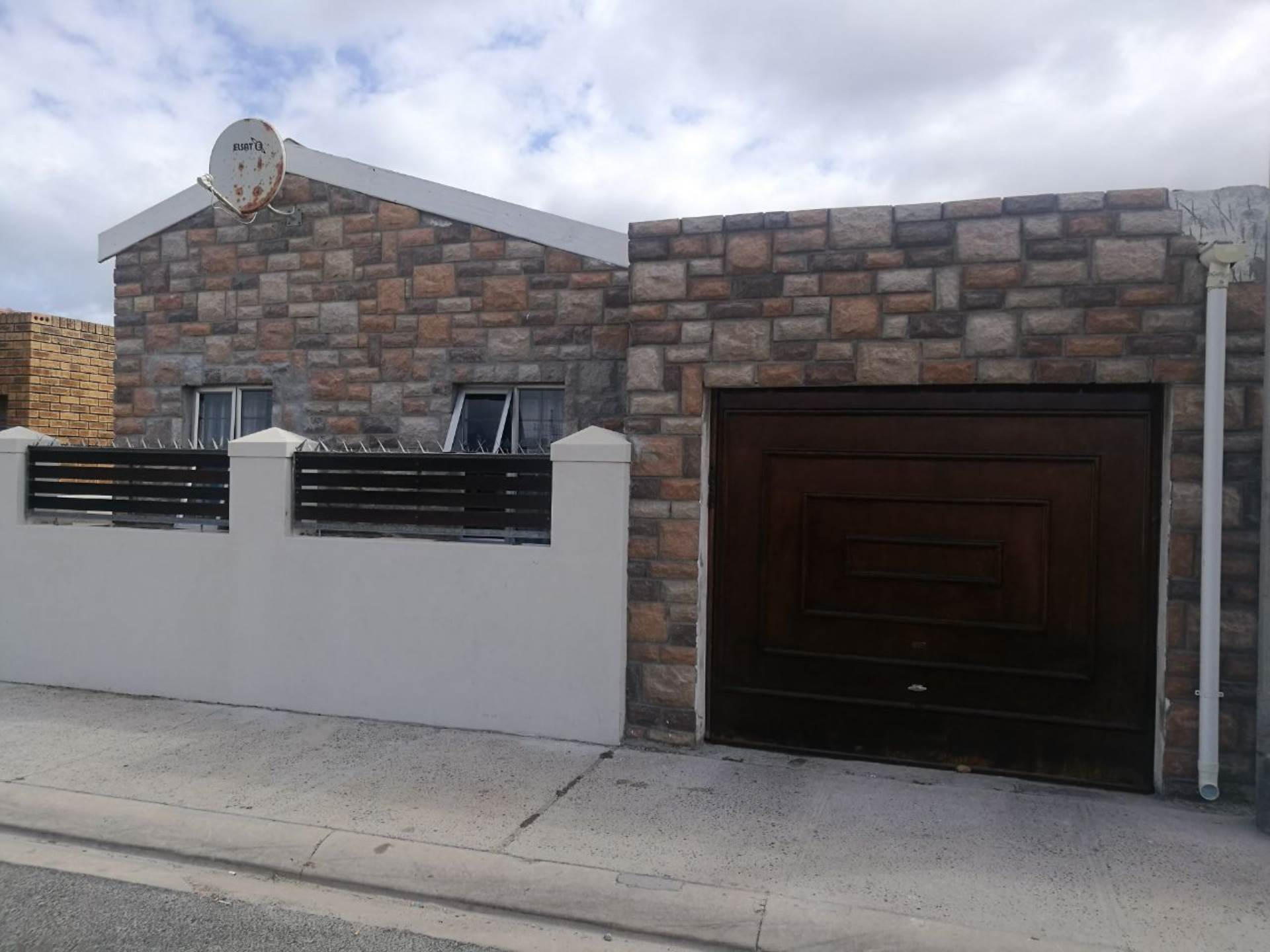 3 BedroomHouse For Sale In Portland