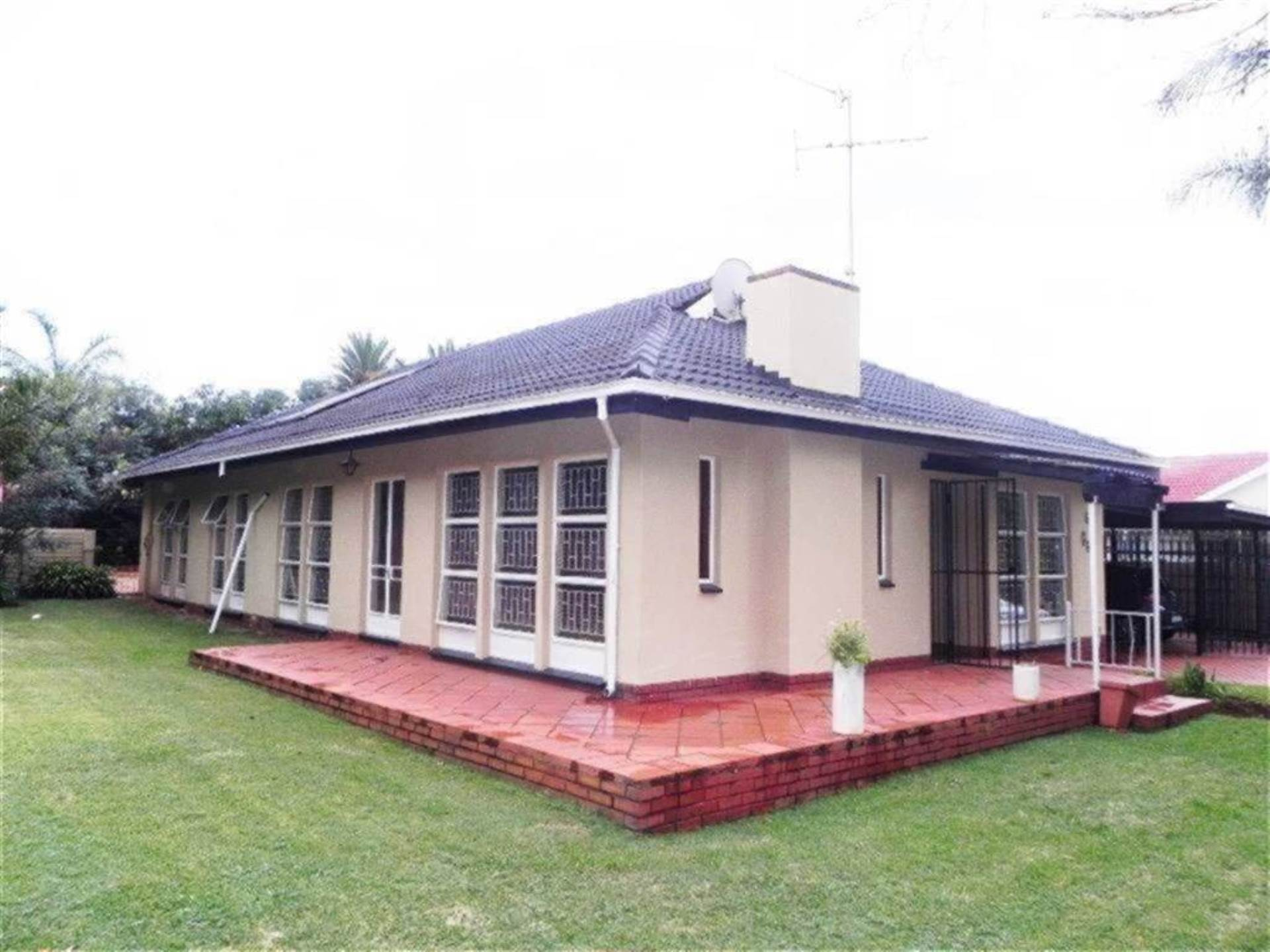 Property and Houses for sale in Centurion Central, House, 3 Bedrooms - ZAR 1,490,000