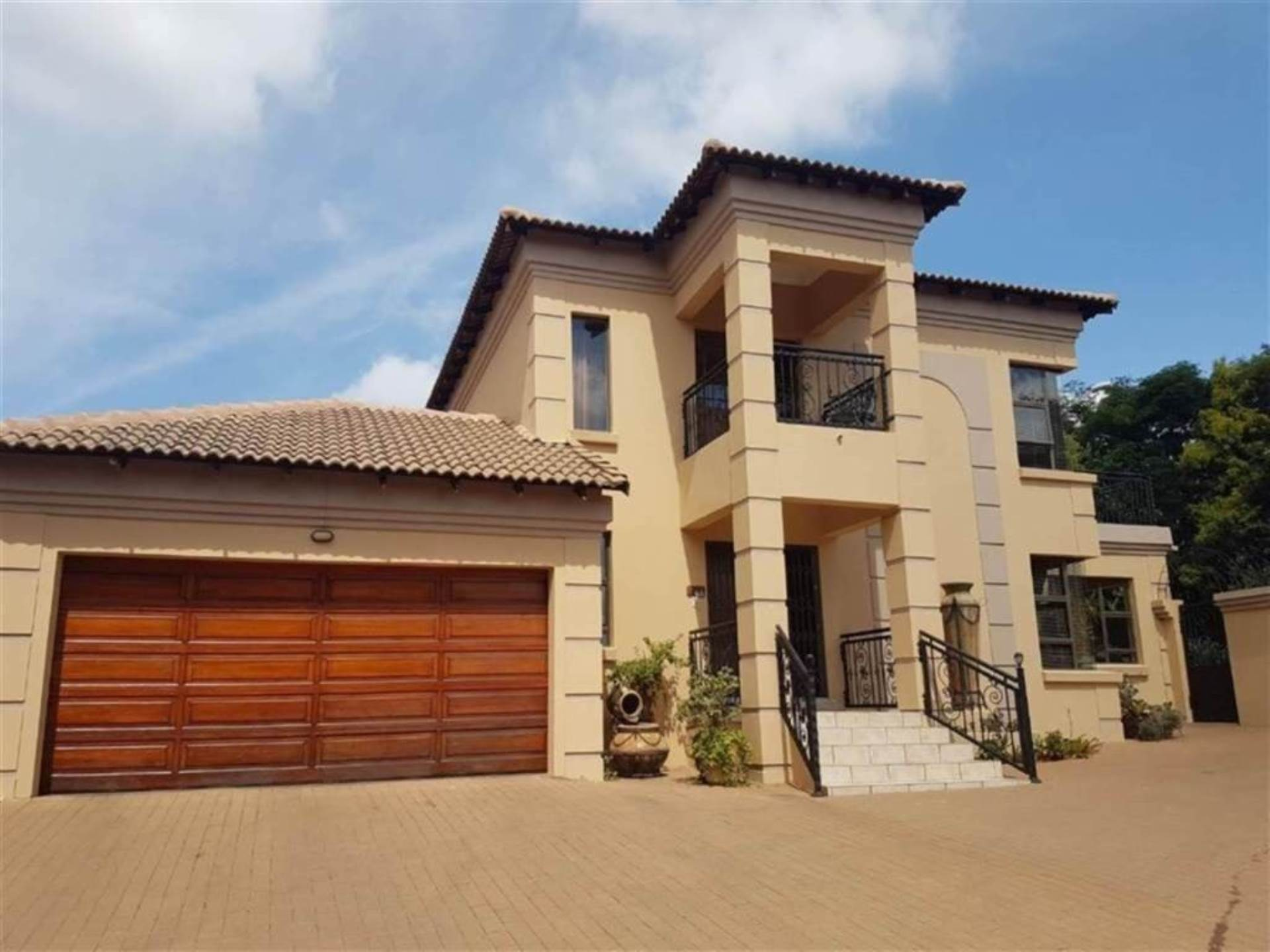 Property and Houses for sale in Centurion Central, House, 3 Bedrooms - ZAR 2,225,000