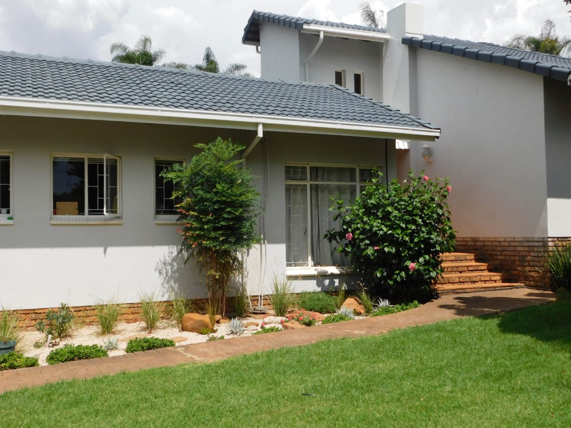 4 BedroomHouse To Rent In Constantia Park & Ext