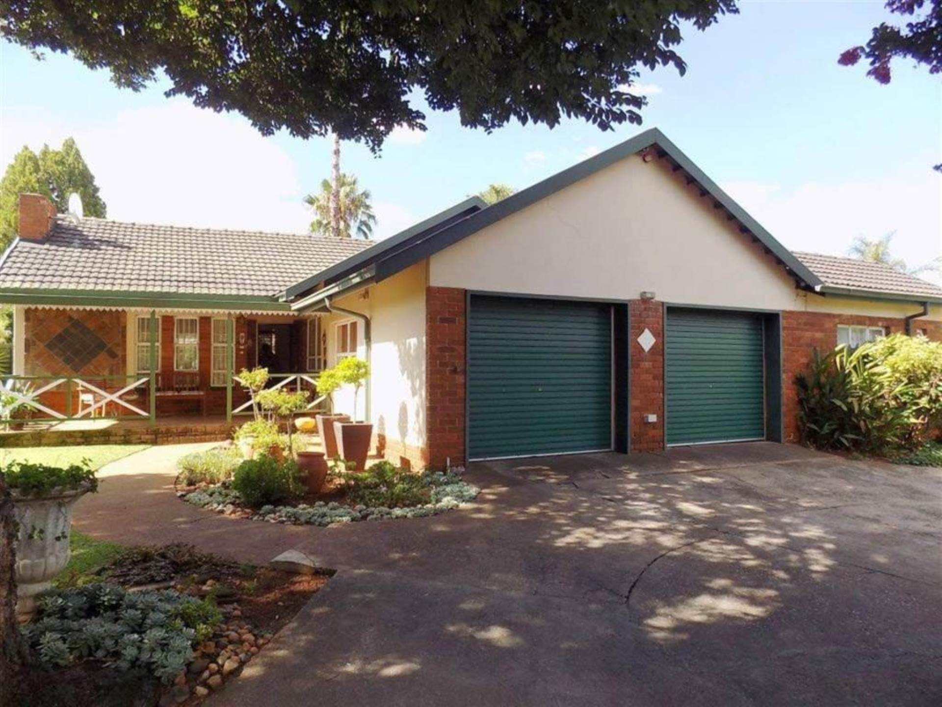 Property and Houses for sale in Centurion Central, House, 3 Bedrooms - ZAR 1,740,000