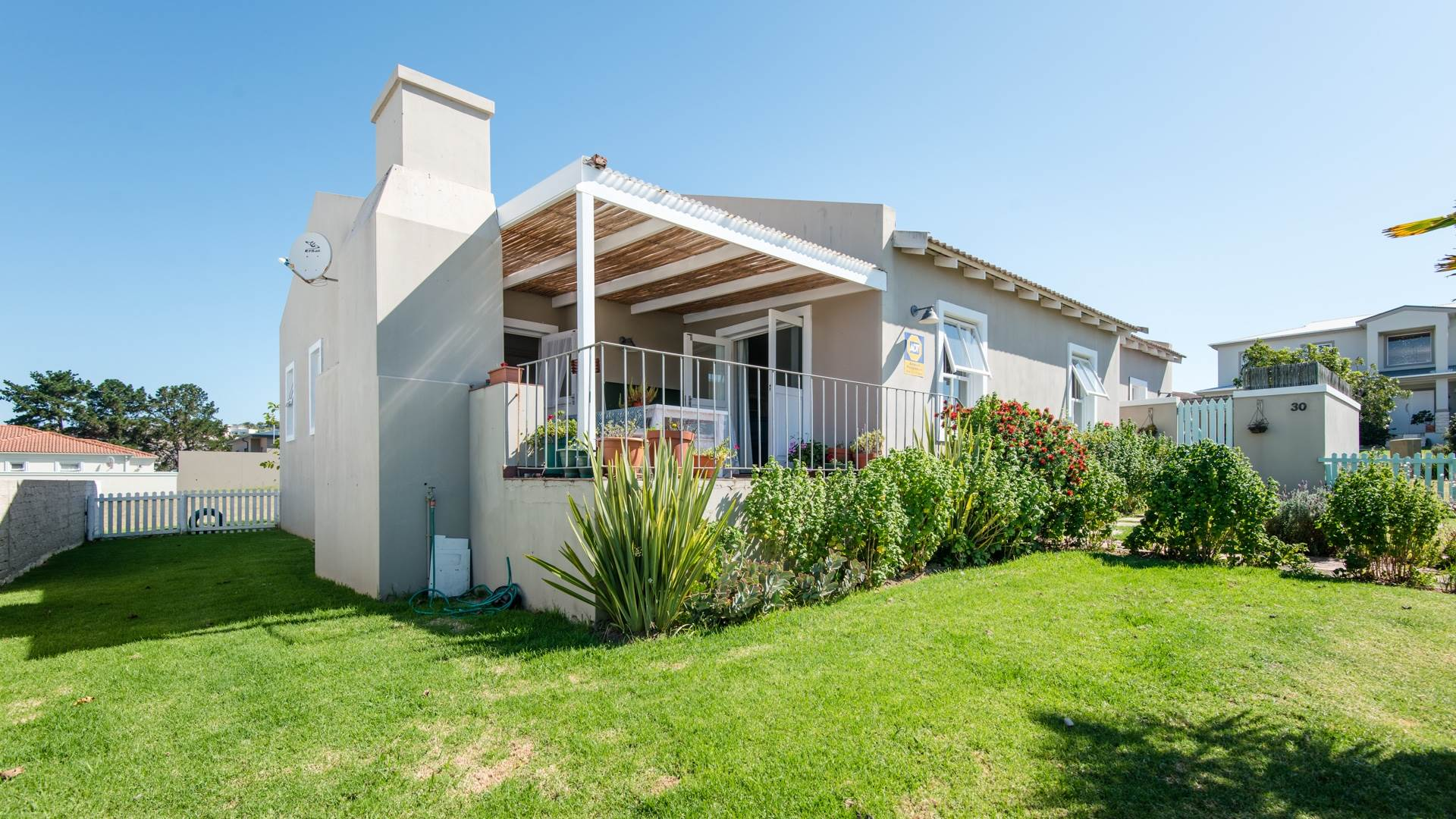4 BedroomHouse For Sale In Bowtie