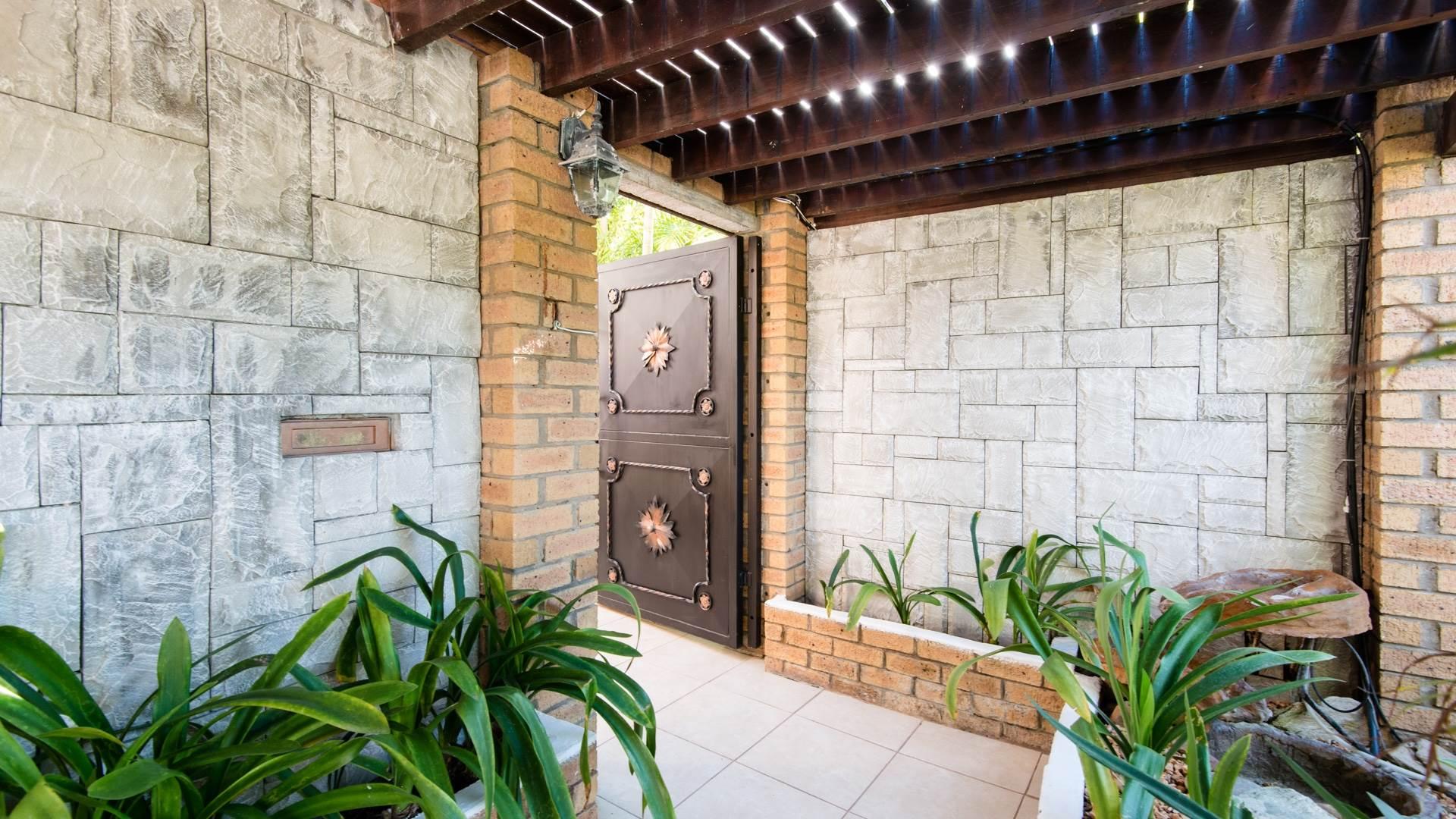 4 BedroomHouse To Rent In Eden