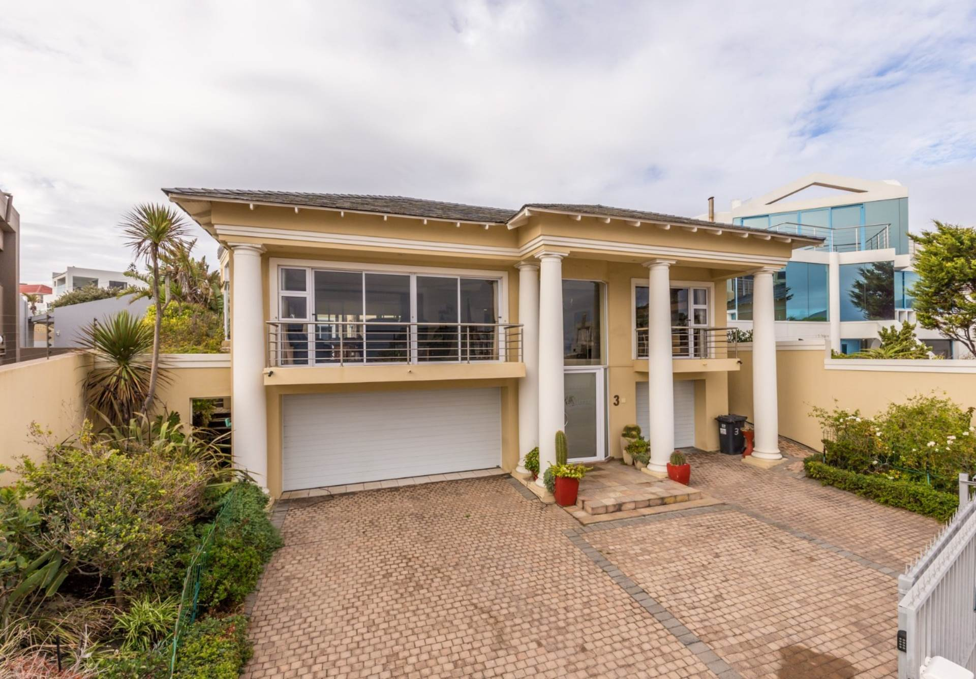4 BedroomHouse For Sale In Bloubergstrand