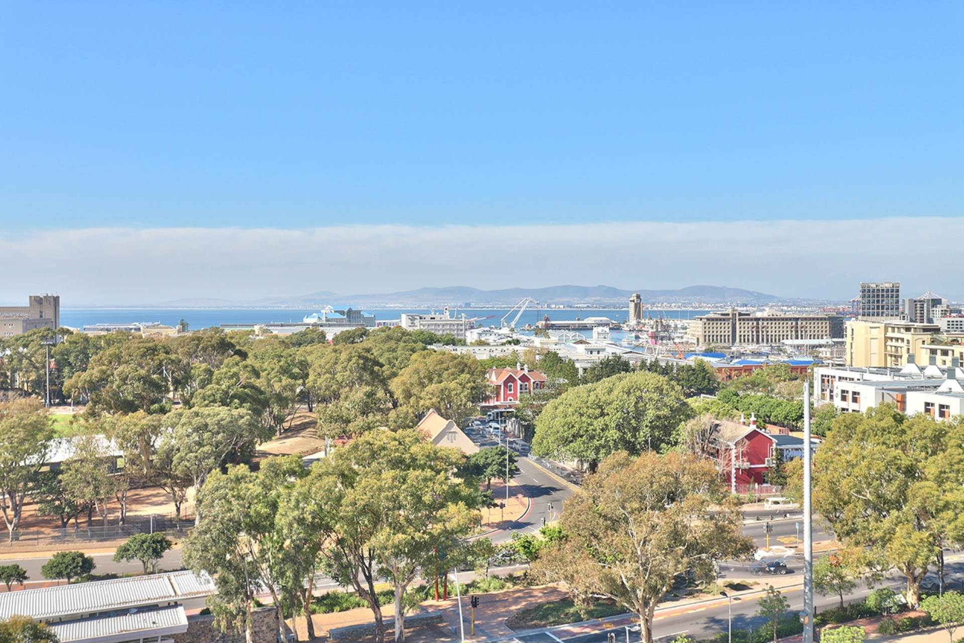 Green Point property for sale. Ref No: 13604397. Picture no 29
