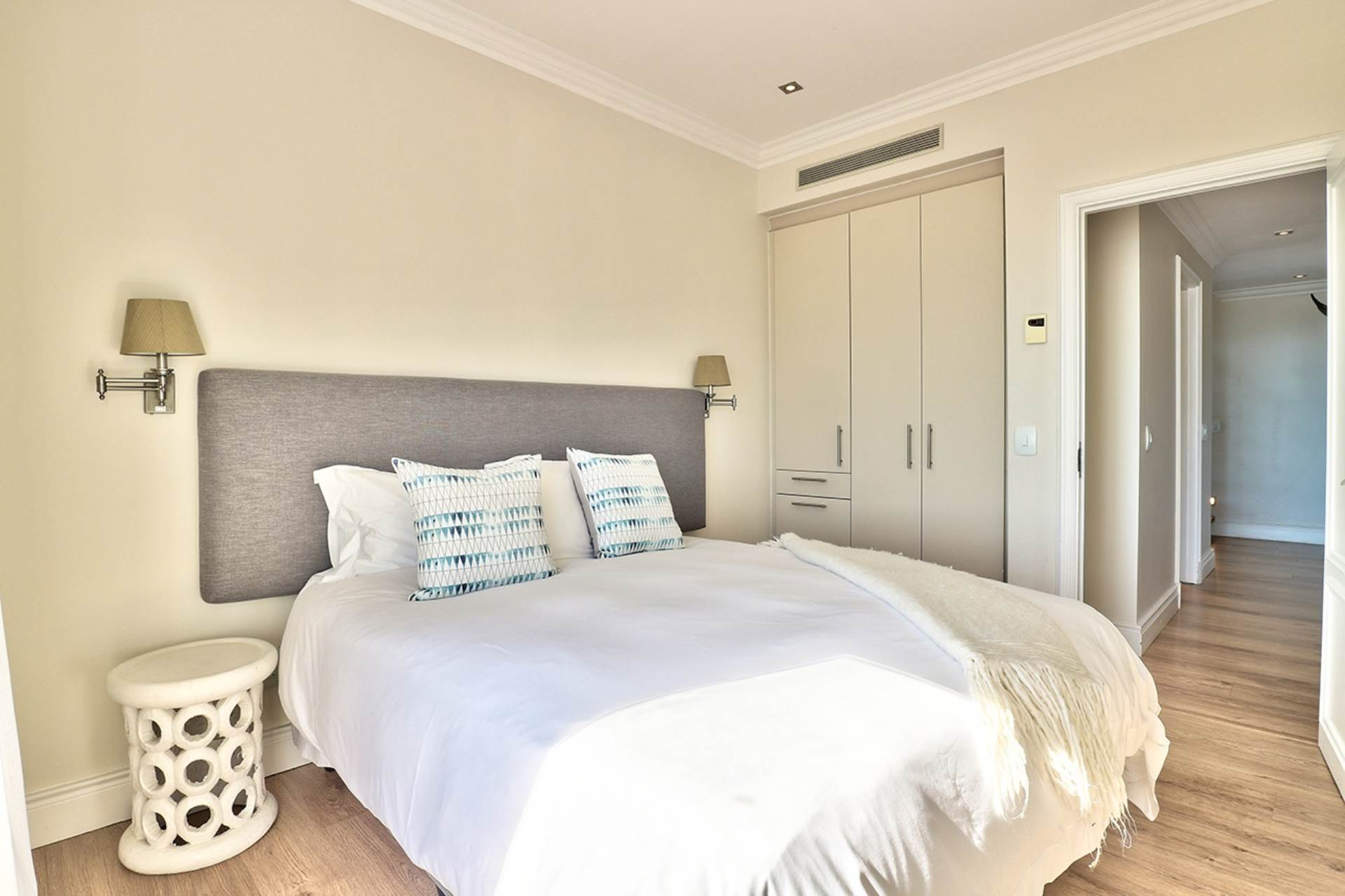 Green Point property for sale. Ref No: 13604397. Picture no 17