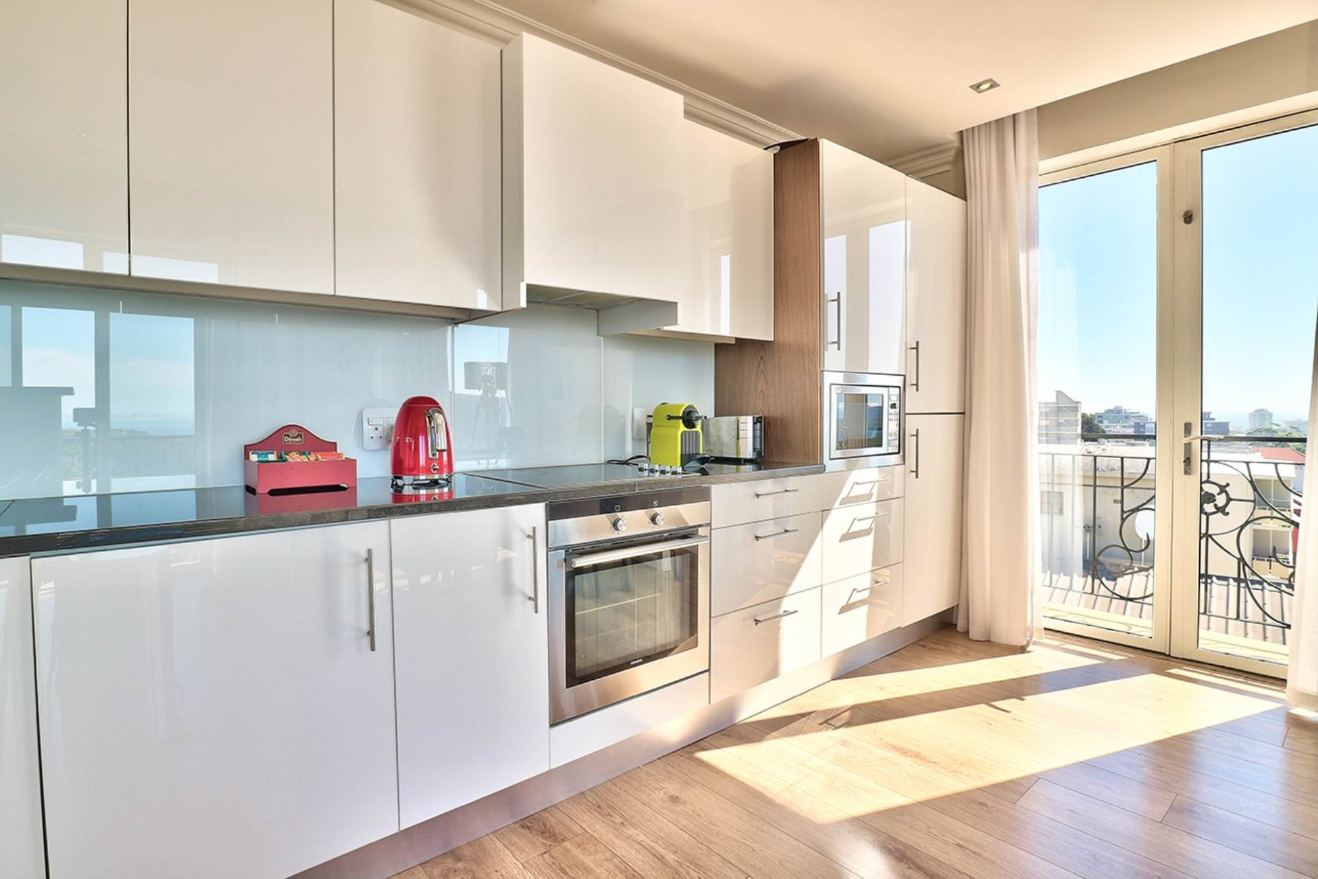 Green Point property for sale. Ref No: 13604397. Picture no 9