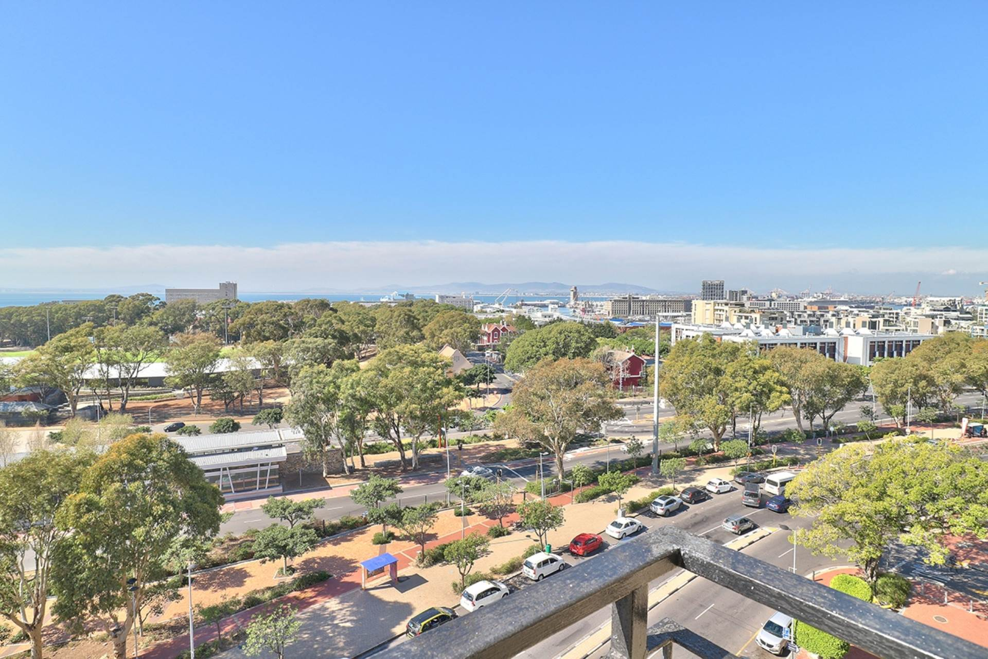 Green Point property for sale. Ref No: 13604397. Picture no 25