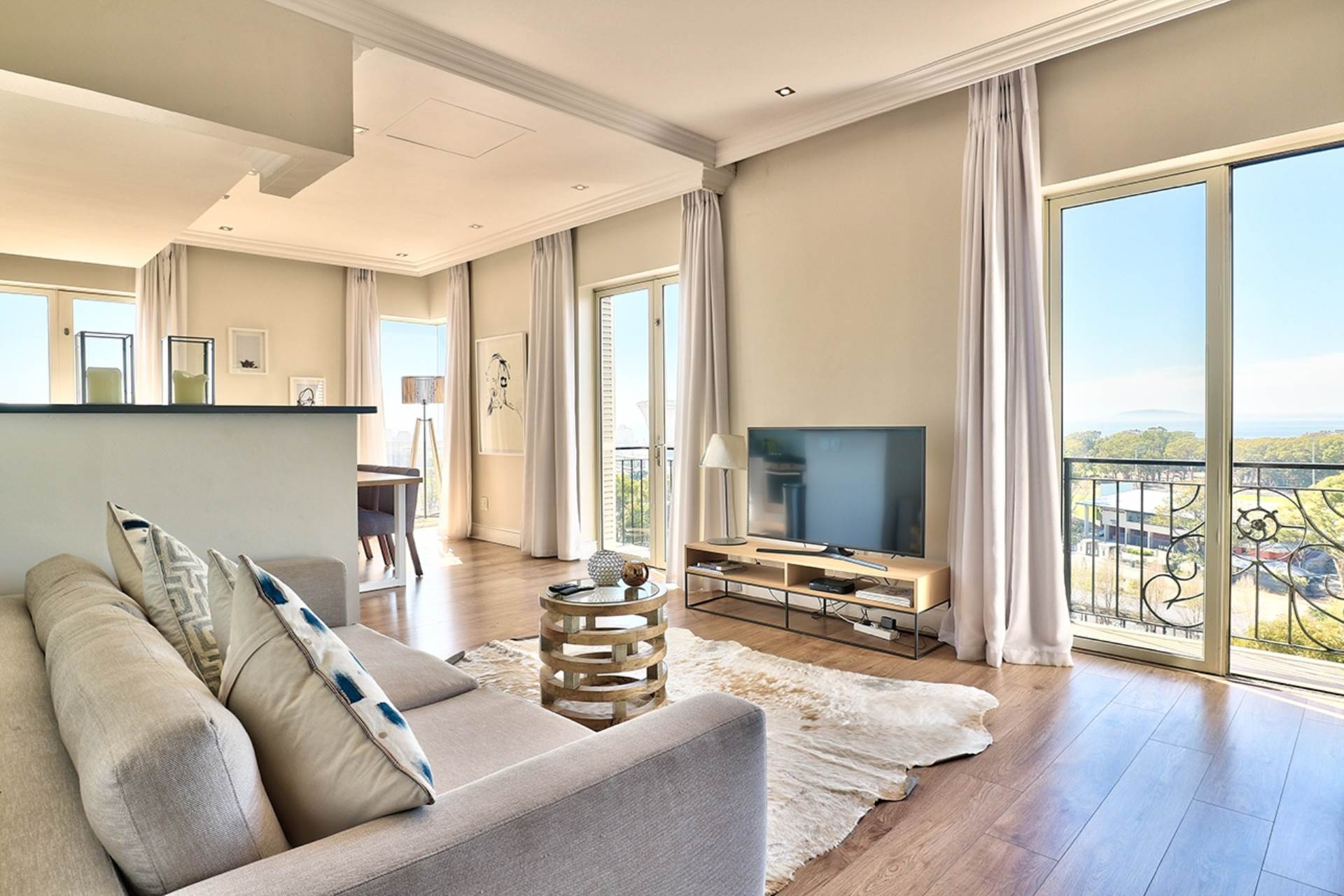 Green Point property for sale. Ref No: 13604397. Picture no 5