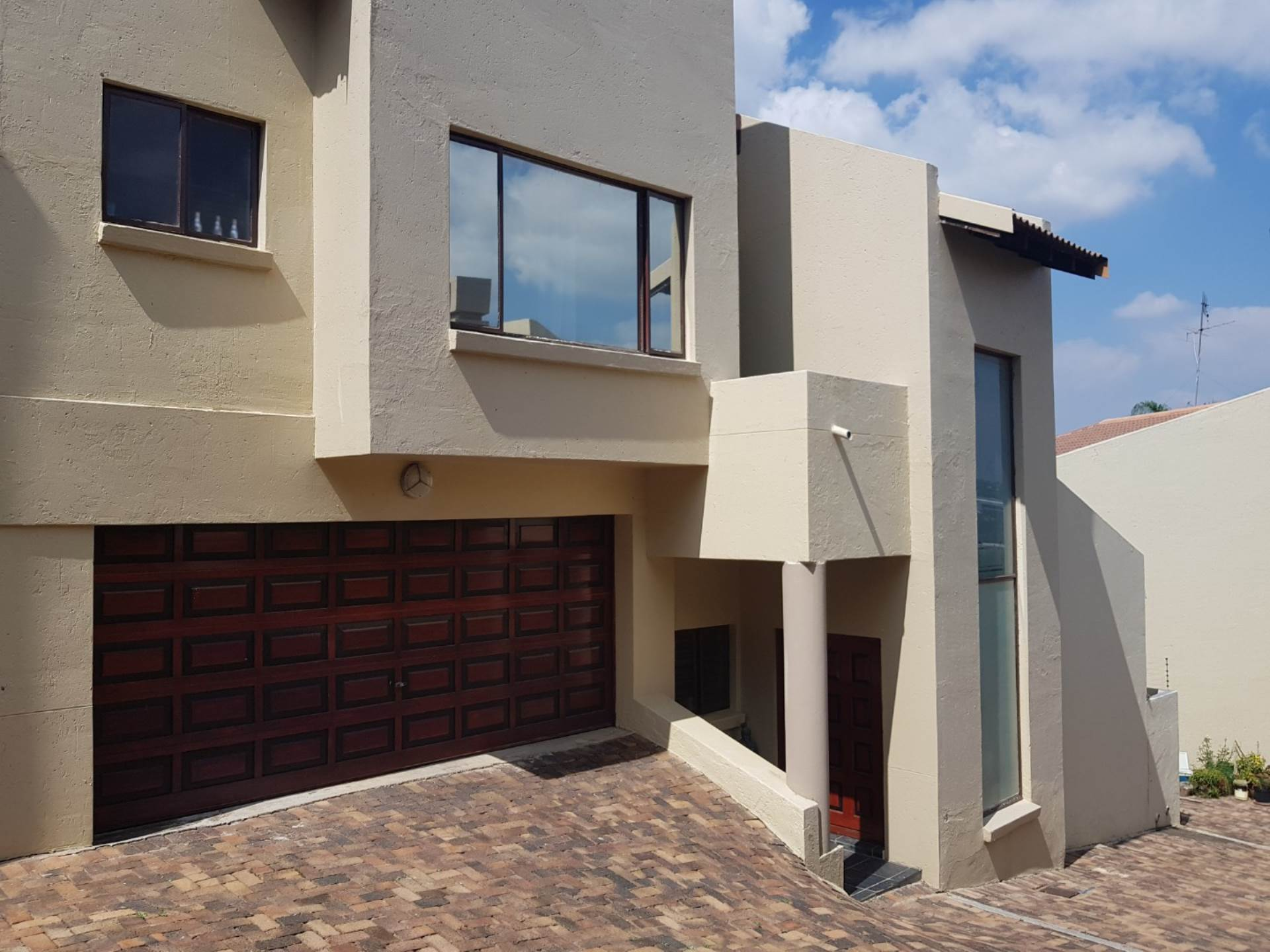 2 BedroomCluster To Rent In Morning Hill