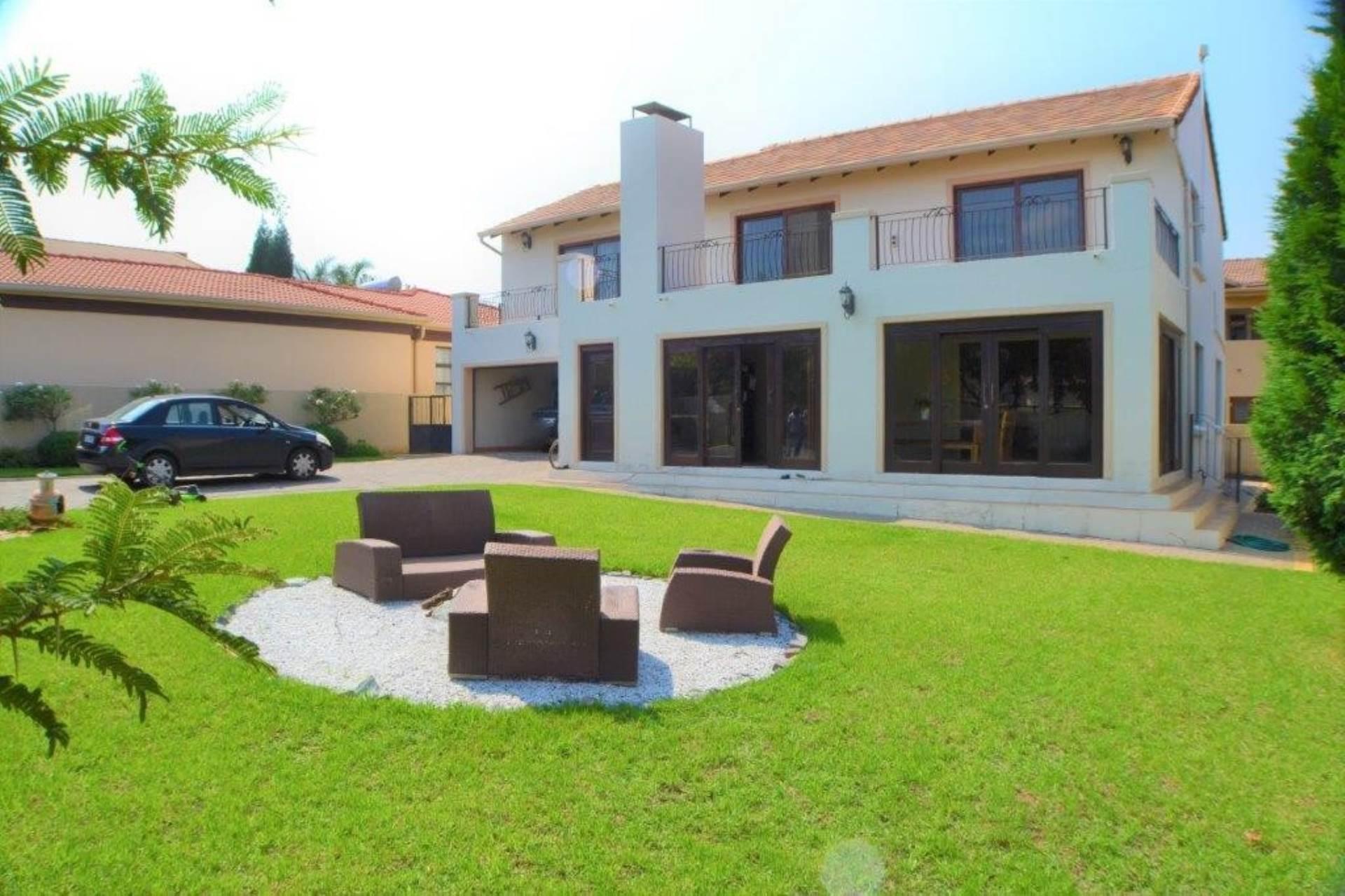4 BedroomTownhouse To Rent In Honeydew Manor