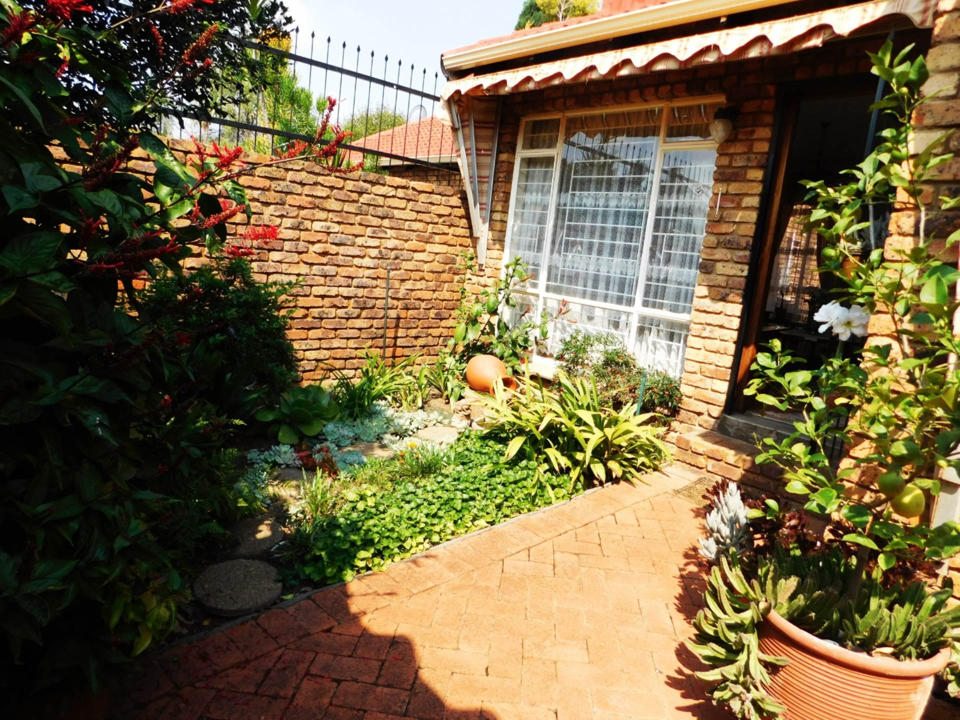 Property and Houses for sale in Die Wilgers, Townhouse, 3 Bedrooms - ZAR 1,195,000
