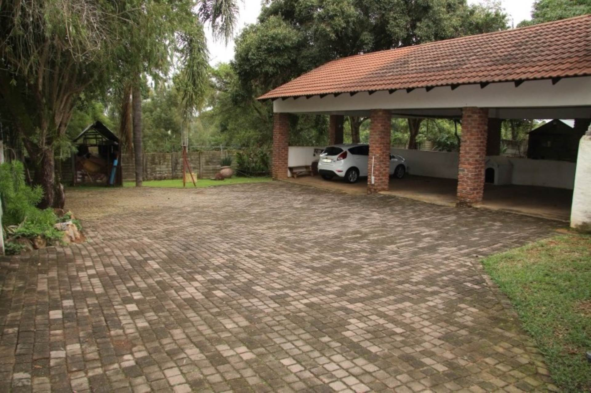 6 BedroomHouse For Sale In White River Ext 9