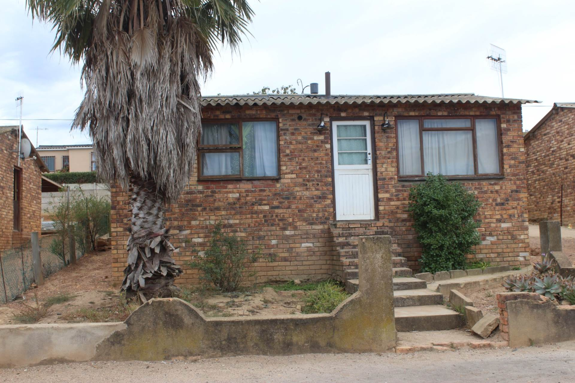 2 BedroomHouse For Sale In Bergsig