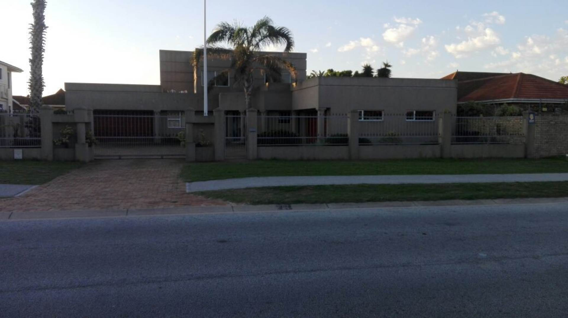 4 BedroomHouse For Sale In Summerstrand