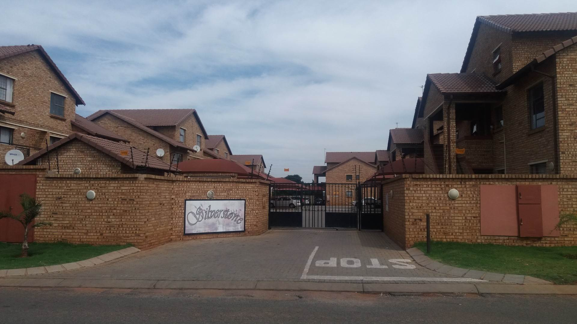 2 BedroomTownhouse To Rent In Dalpark