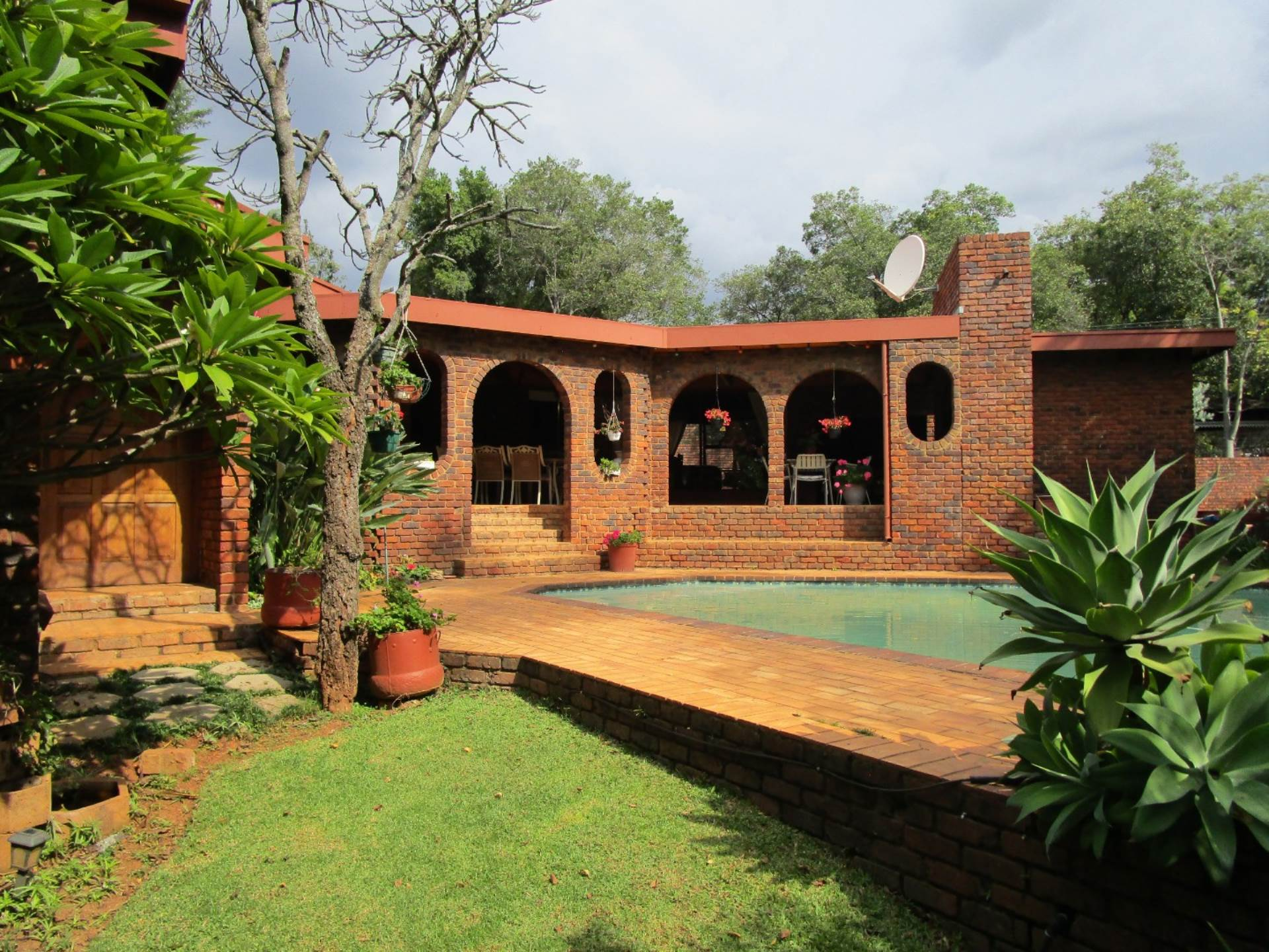 Property and Houses for sale in Meyerspark, House, 5 Bedrooms - ZAR 2,600,000