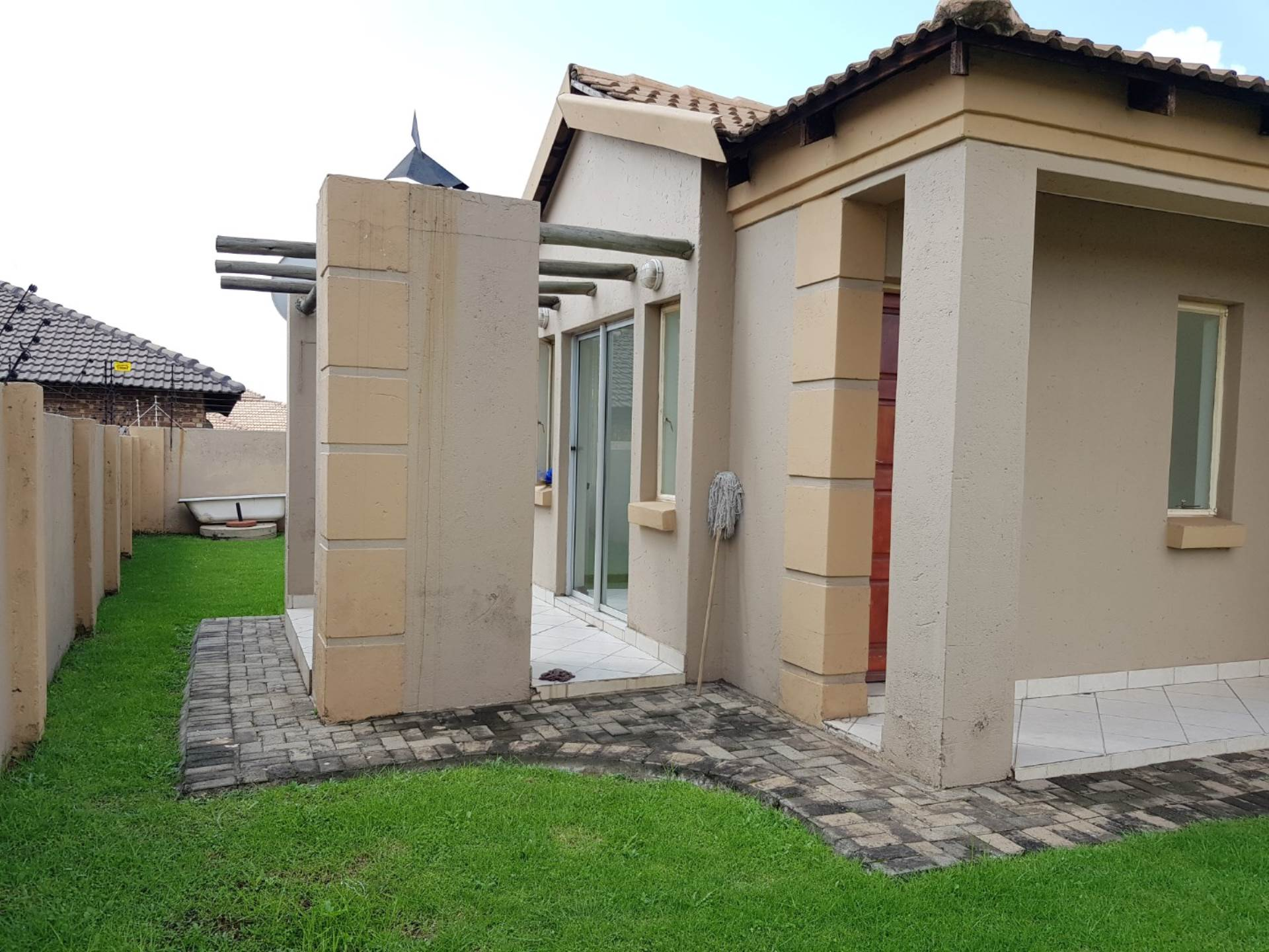3 BedroomTownhouse For Sale In Hoeveld Park & Ext