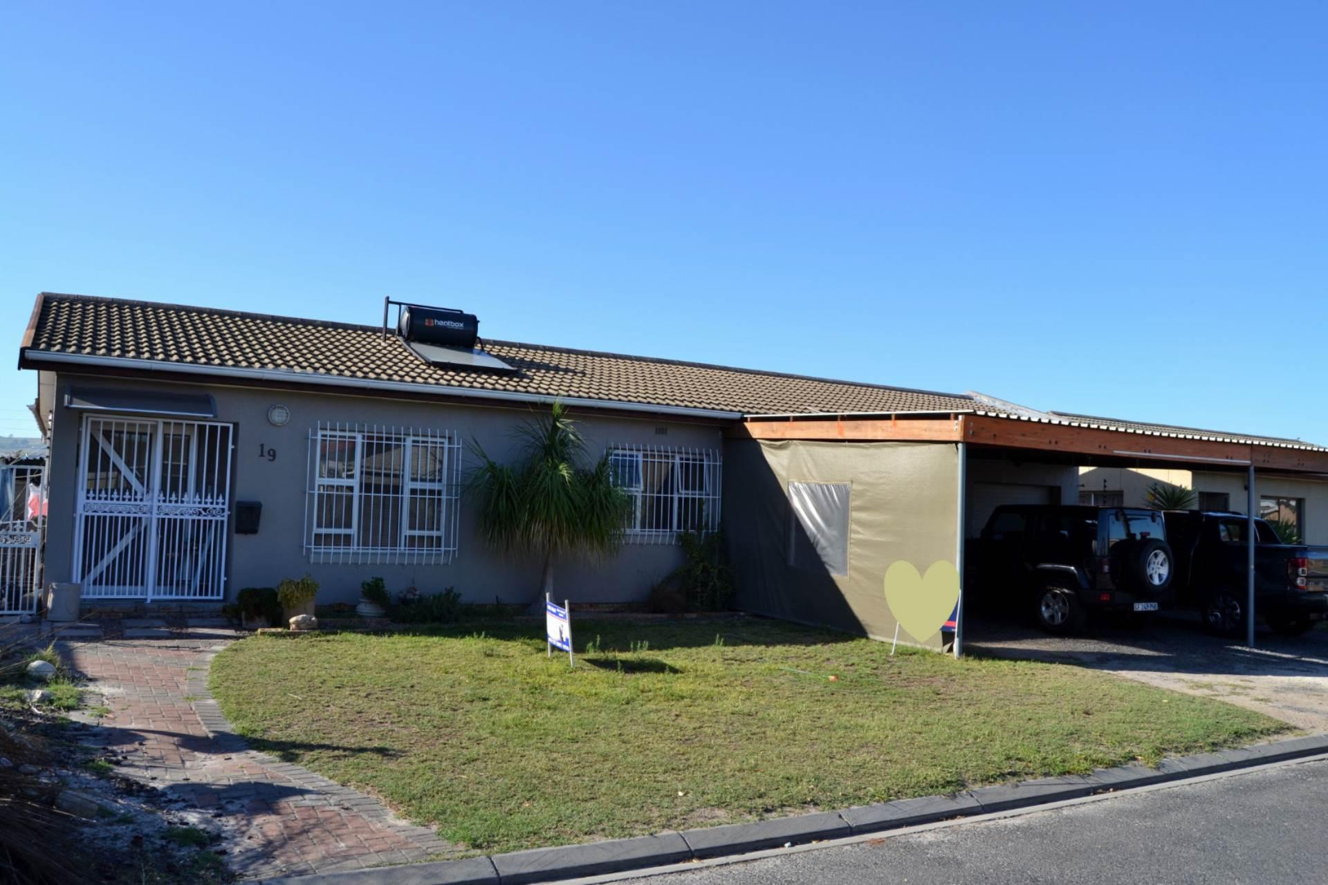4 BedroomHouse For Sale In St Dumas