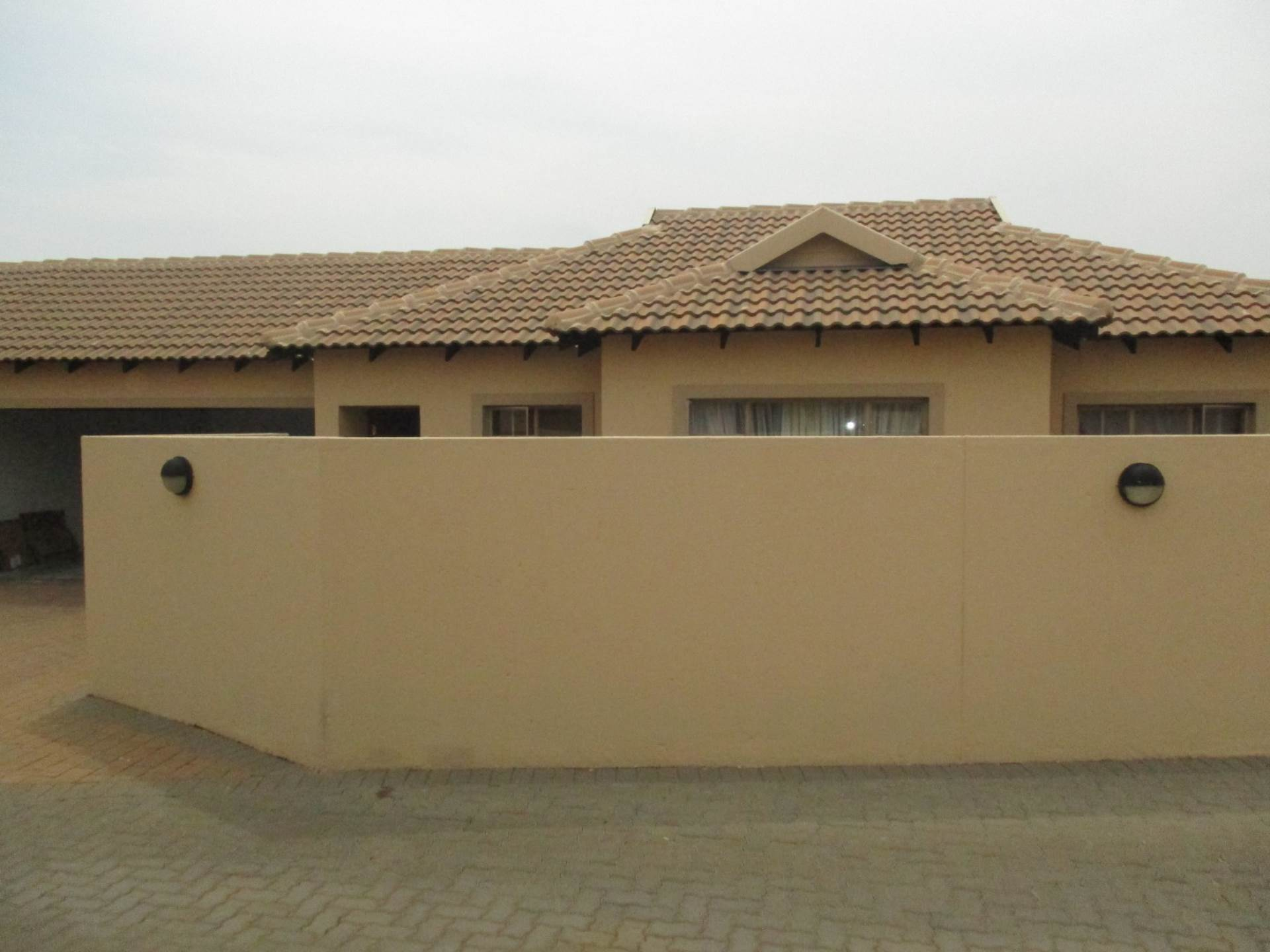2 BedroomTownhouse To Rent In Rooihuiskraal North