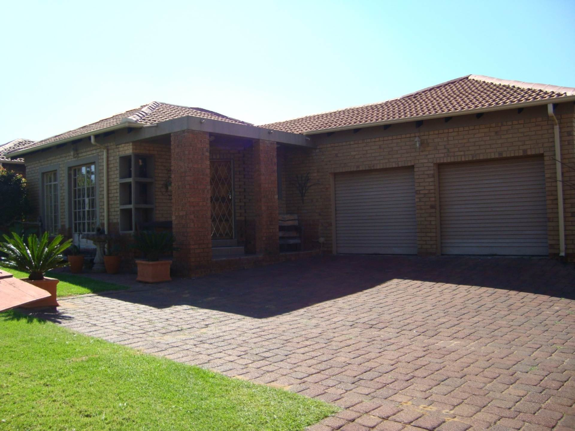3 BedroomHouse For Sale In Model Park