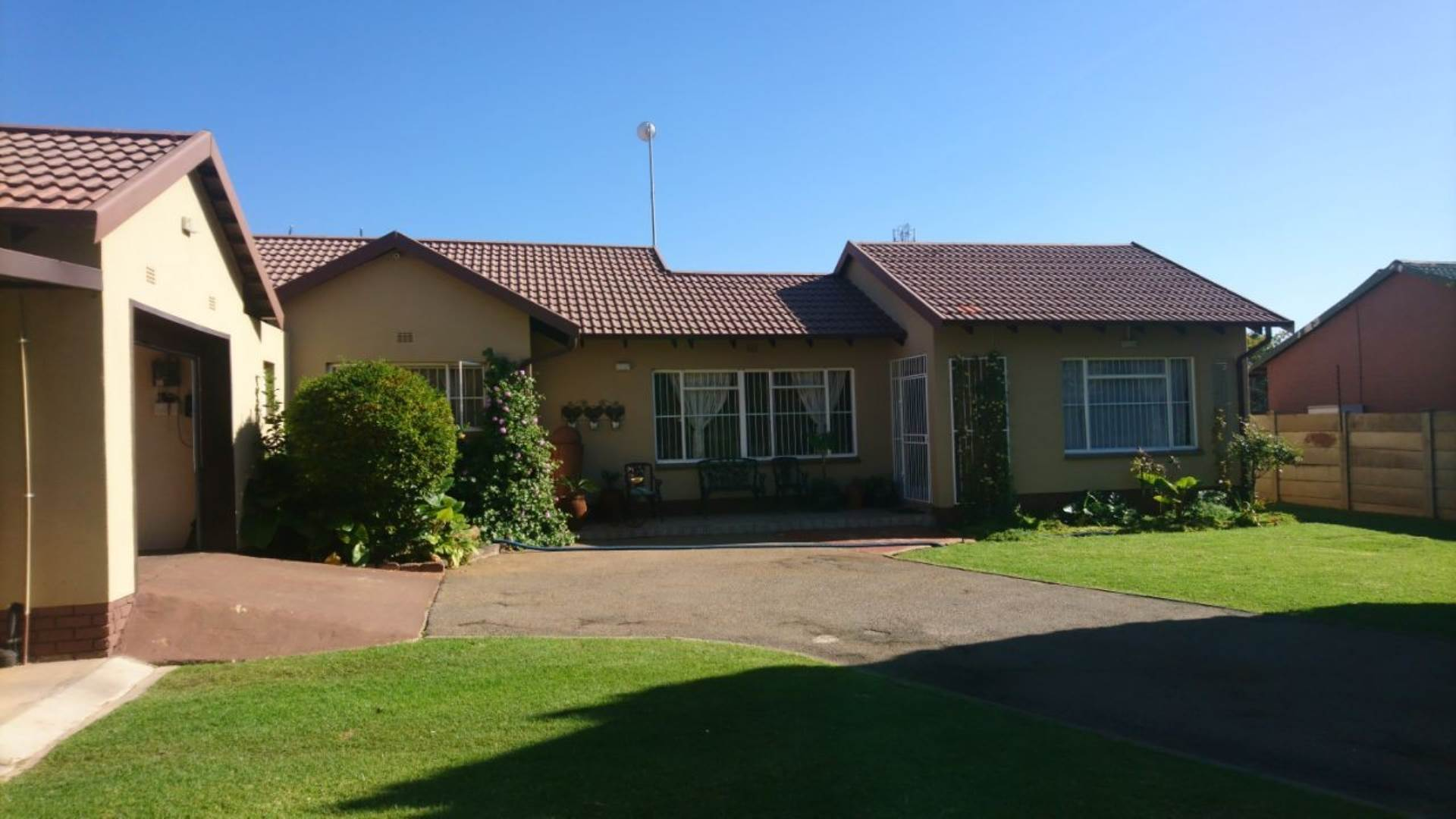 3 BedroomHouse For Sale In Helikonpark