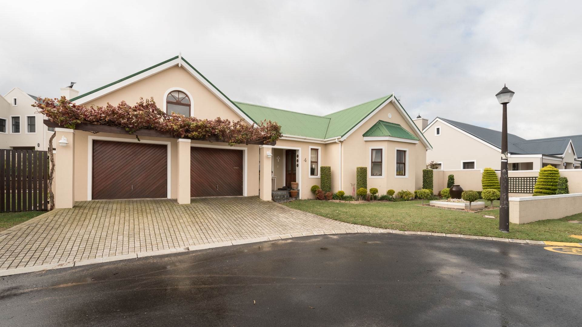 4 BedroomHouse For Sale In Zevendal