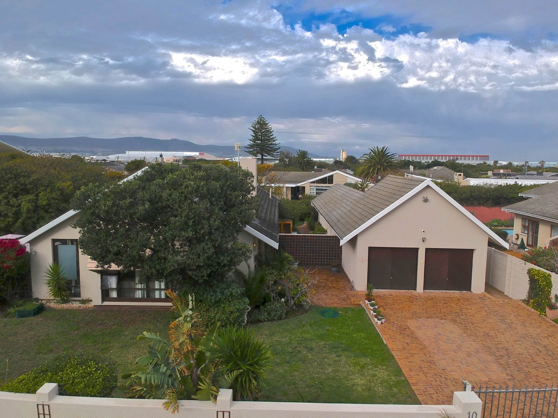 Property and Houses for sale in Milnerton, House, 4 Bedrooms - ZAR 3,795,000