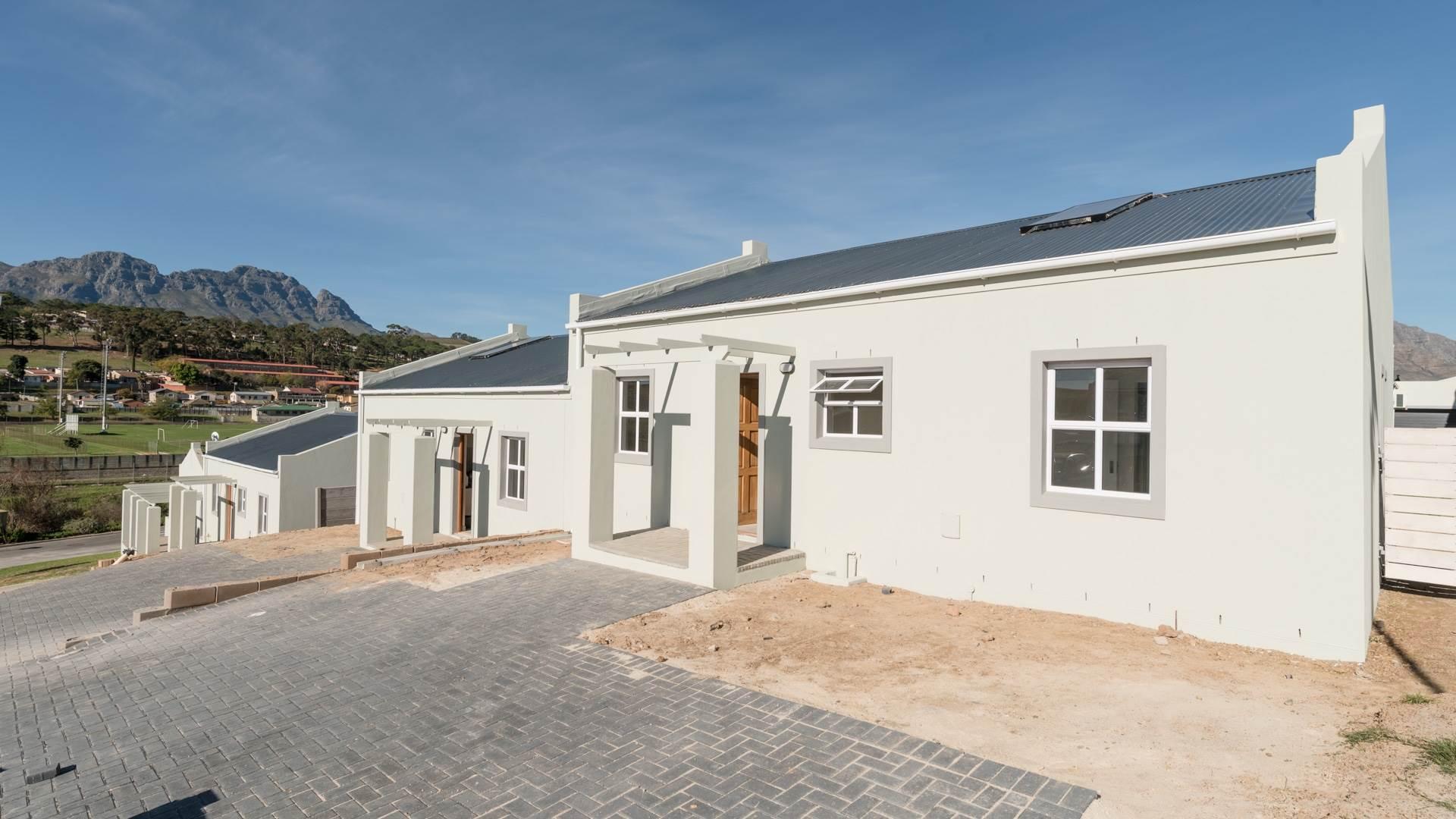 4 BedroomHouse To Rent In Mt Simon Estate