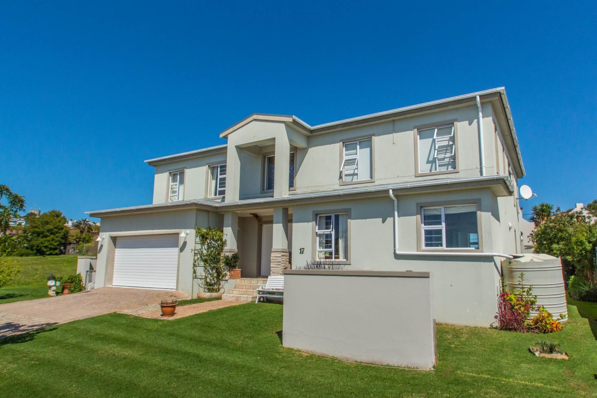 5 BedroomHouse For Sale In Bowtie