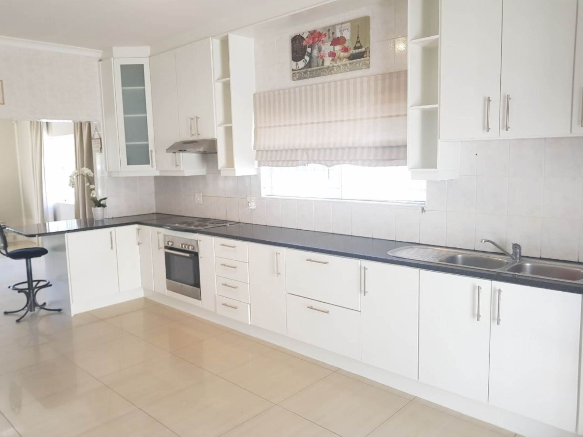 Milnerton Ridge property for sale. Ref No: 13622442. Picture no 3