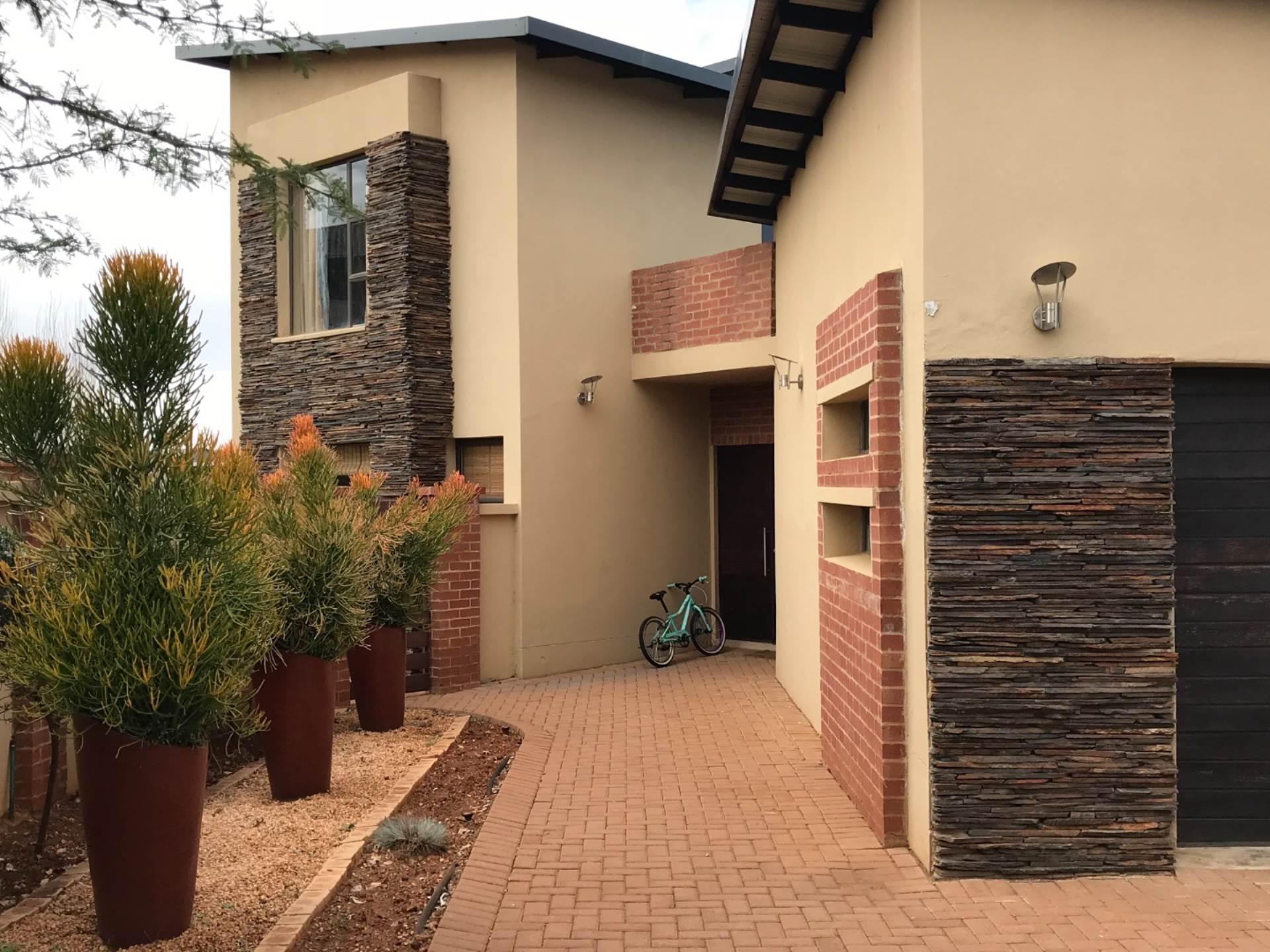 3 BedroomHouse To Rent In Midfield Estate