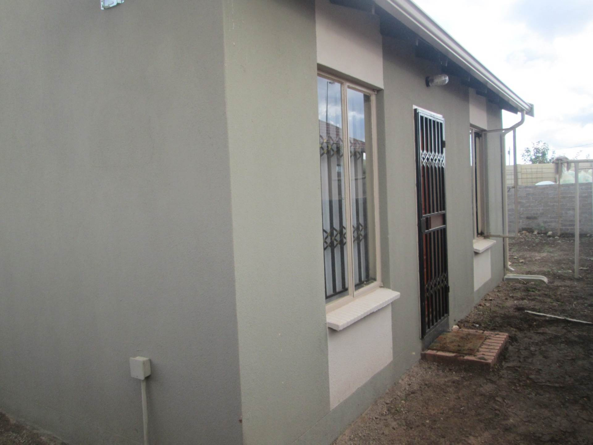 2 BedroomHouse To Rent In Rosslyn