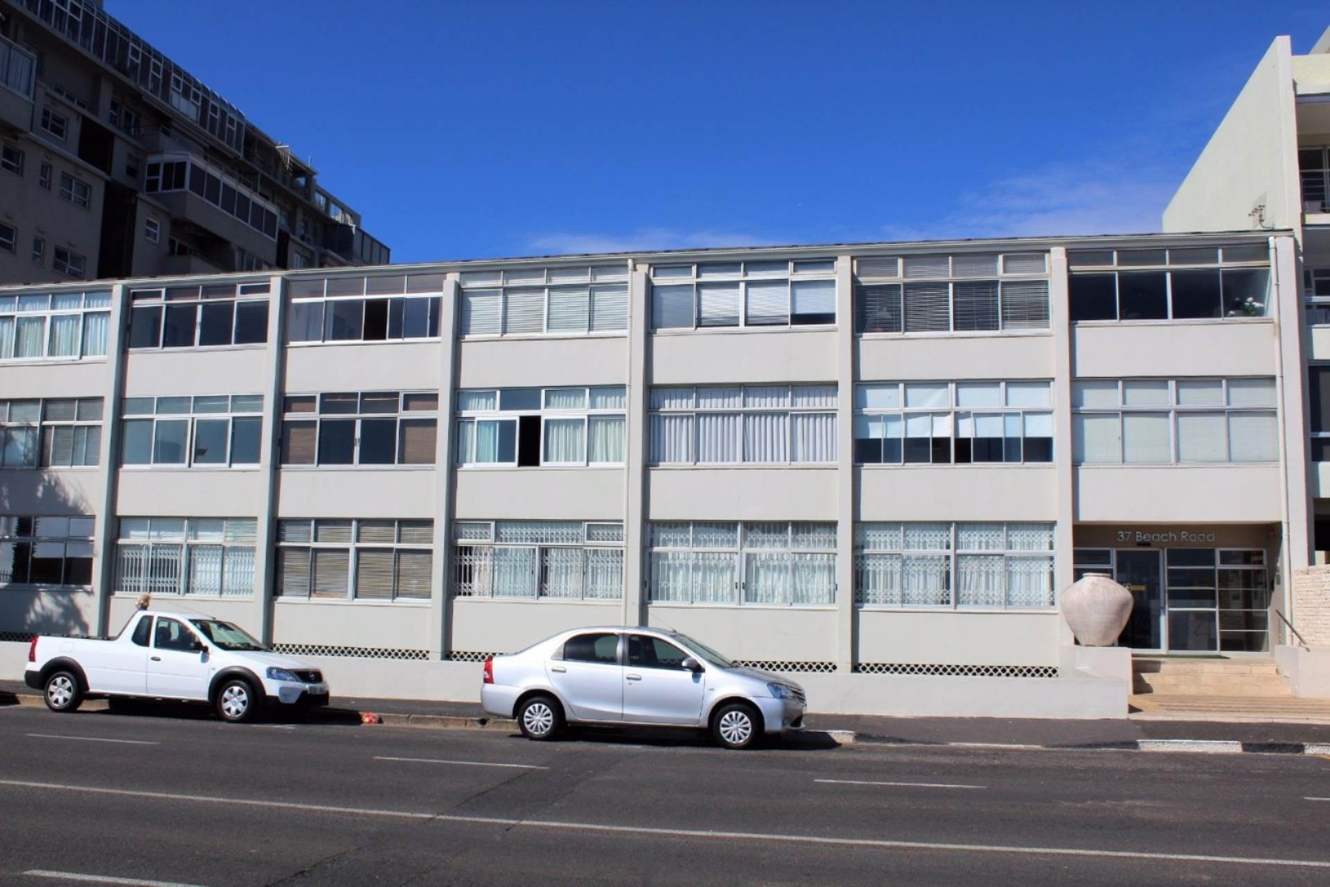 Flat For Sale In Mouille Point