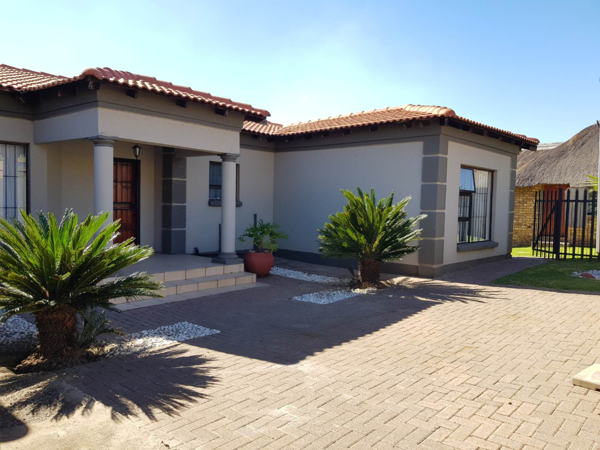 3 BedroomHouse To Rent In Model Park