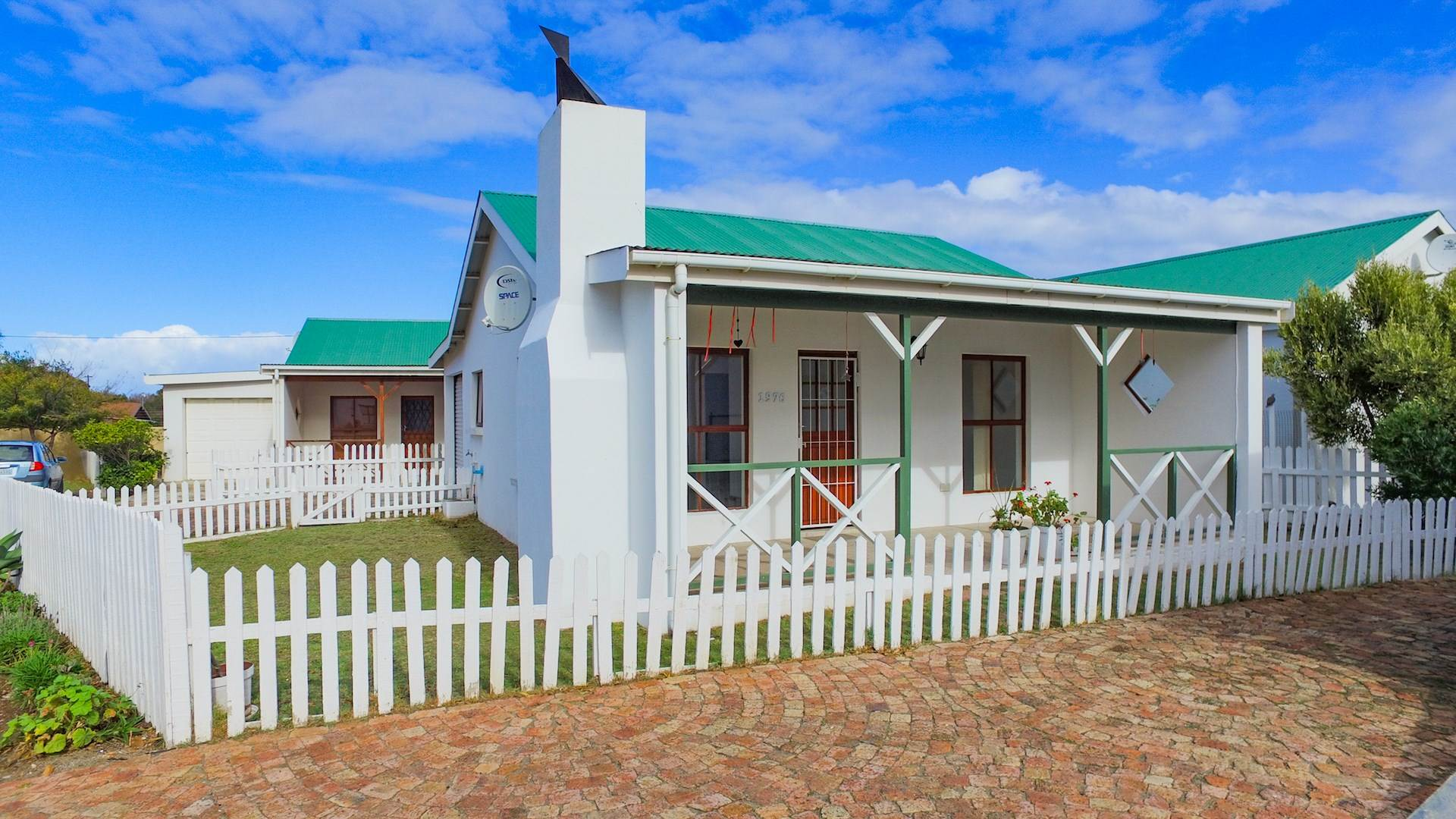 2 BedroomHouse For Sale In Sandbaai