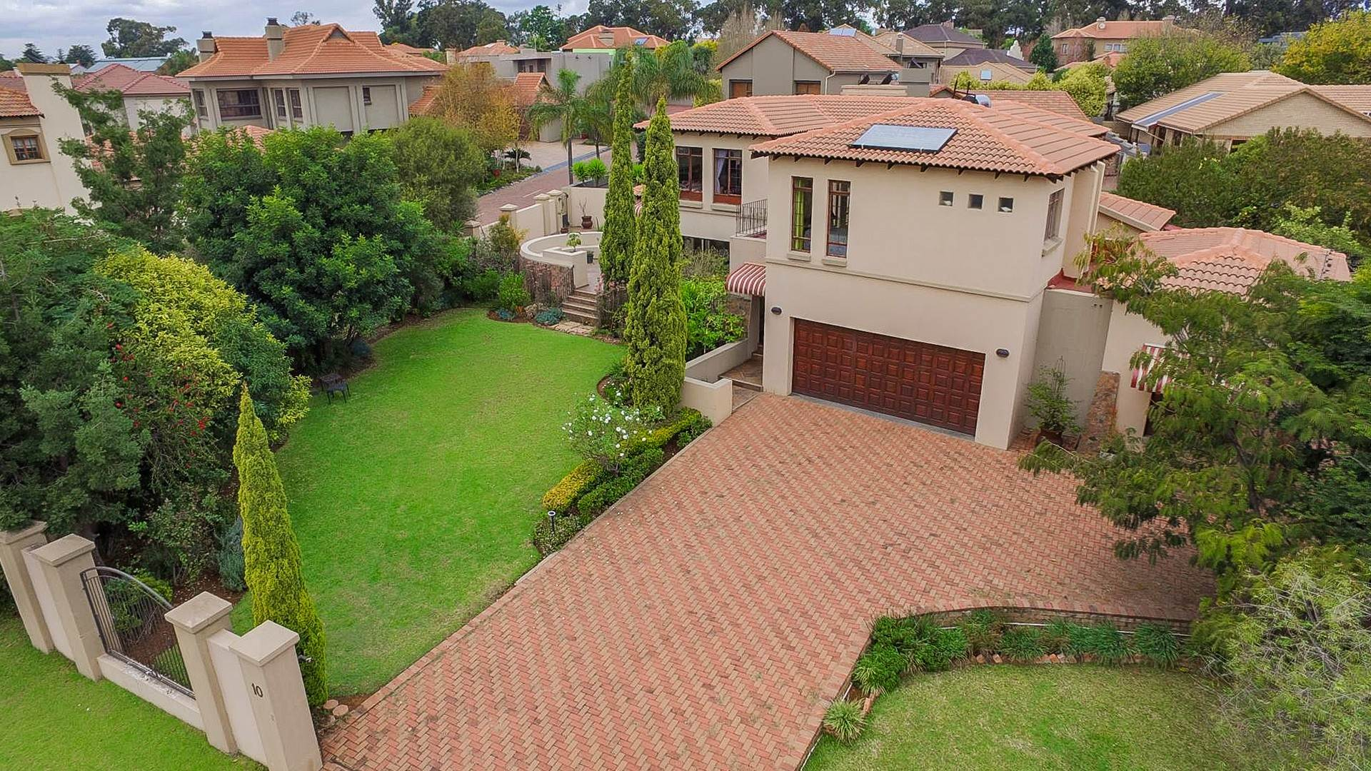 4 BedroomHouse For Sale In Clubville