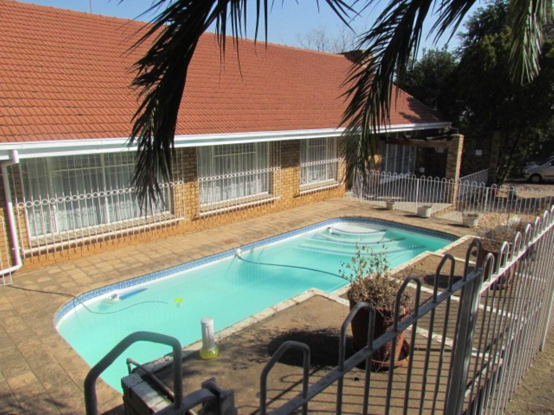 Property and Houses for sale in Waterkloof Ridge Ext 2, House, 3 Bedrooms - ZAR 2,600,000