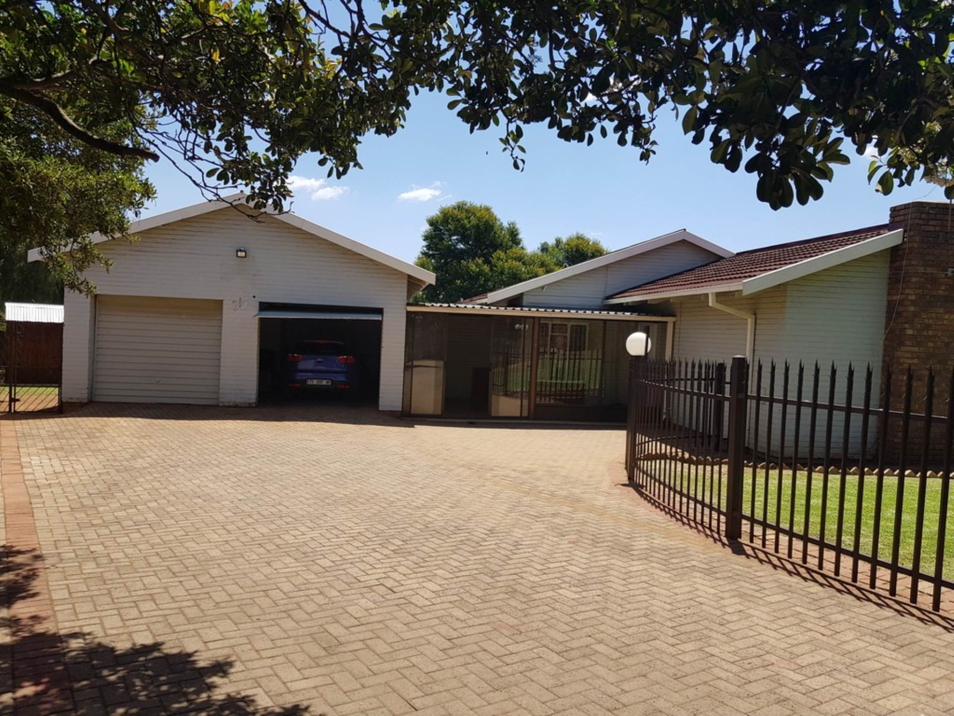 3 BedroomHouse For Sale In Kanonkop