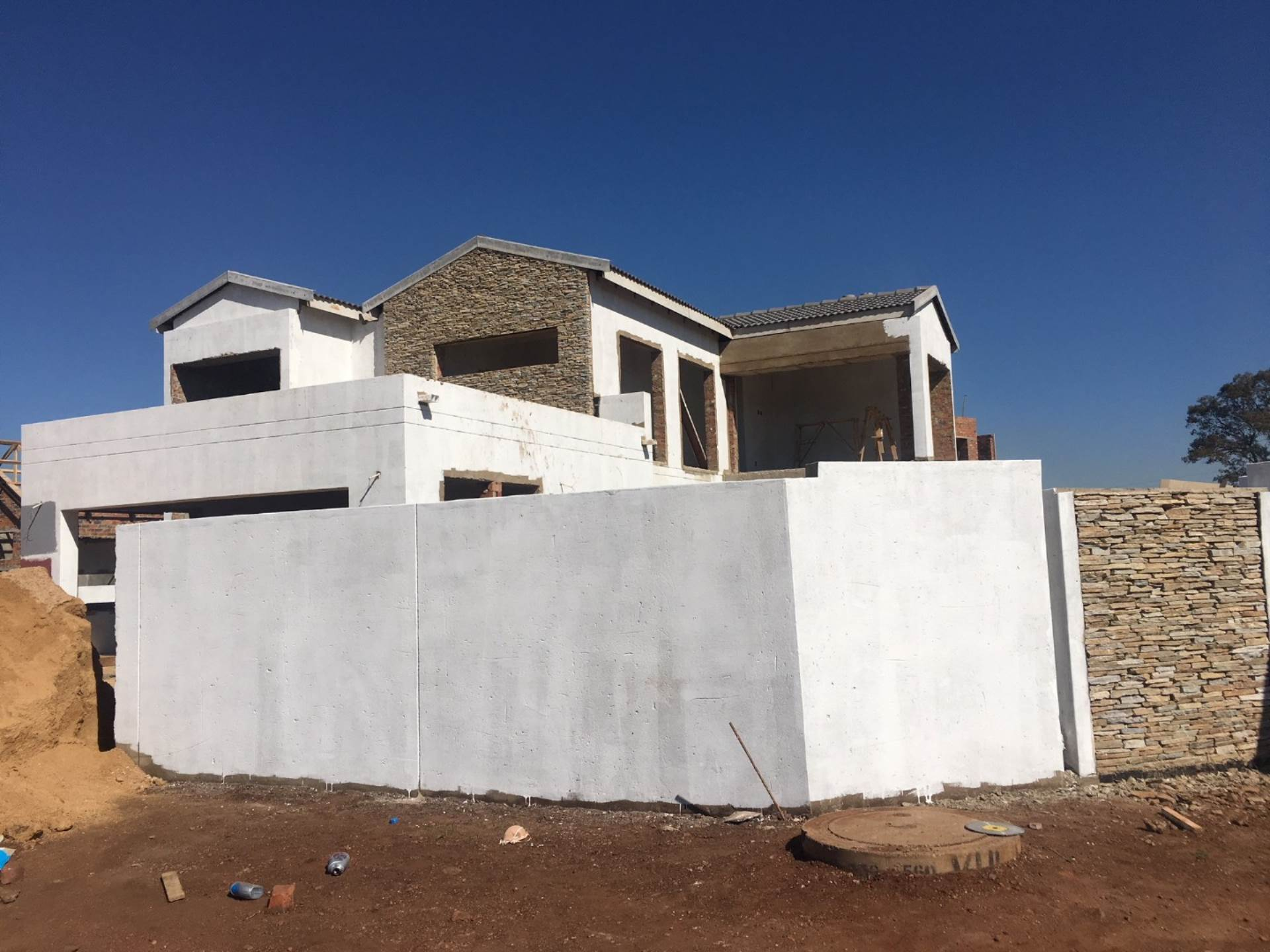 3 BedroomHouse For Sale In Midstream Meadows