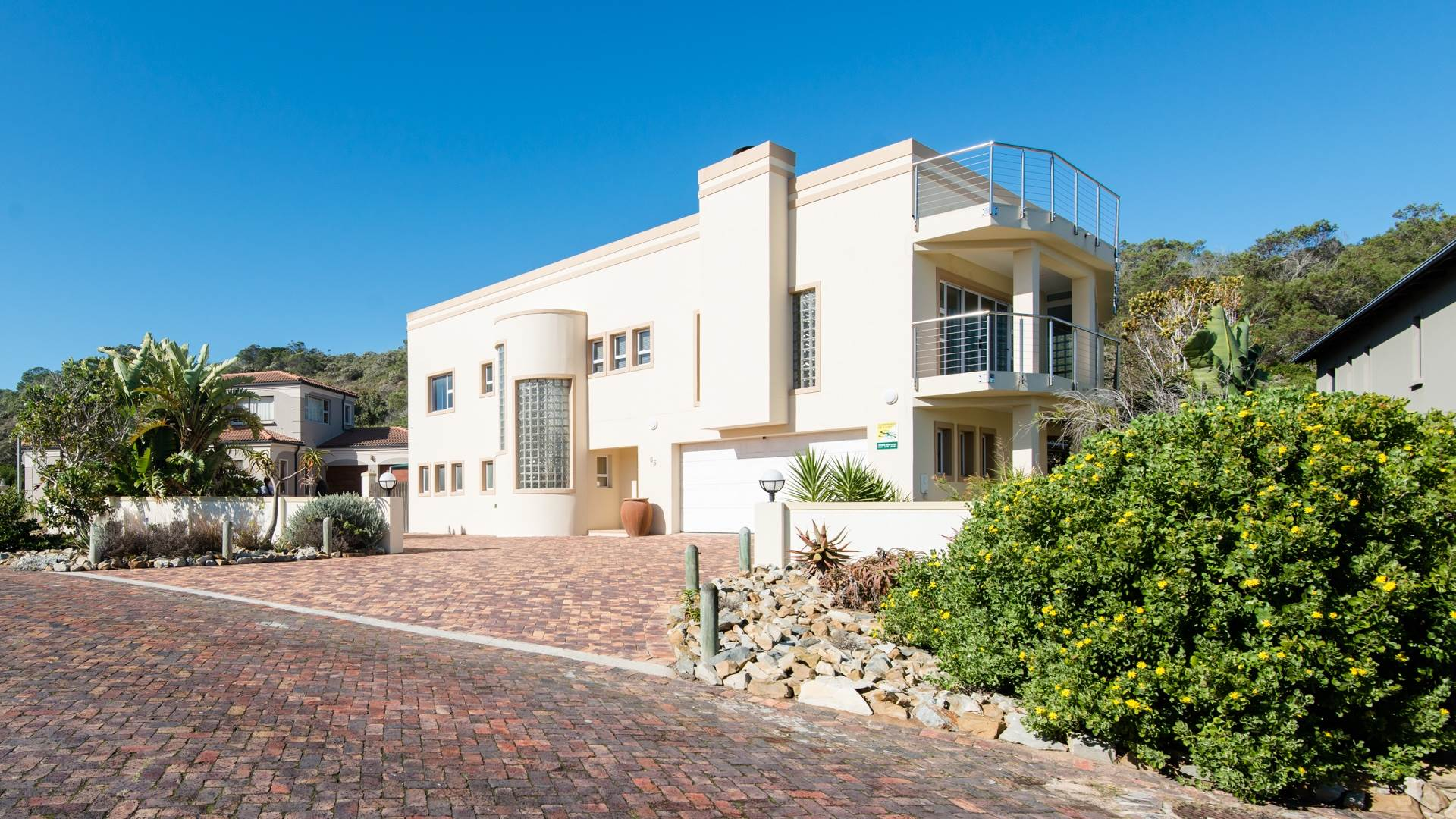 6 BedroomHouse For Sale In Cola Beach