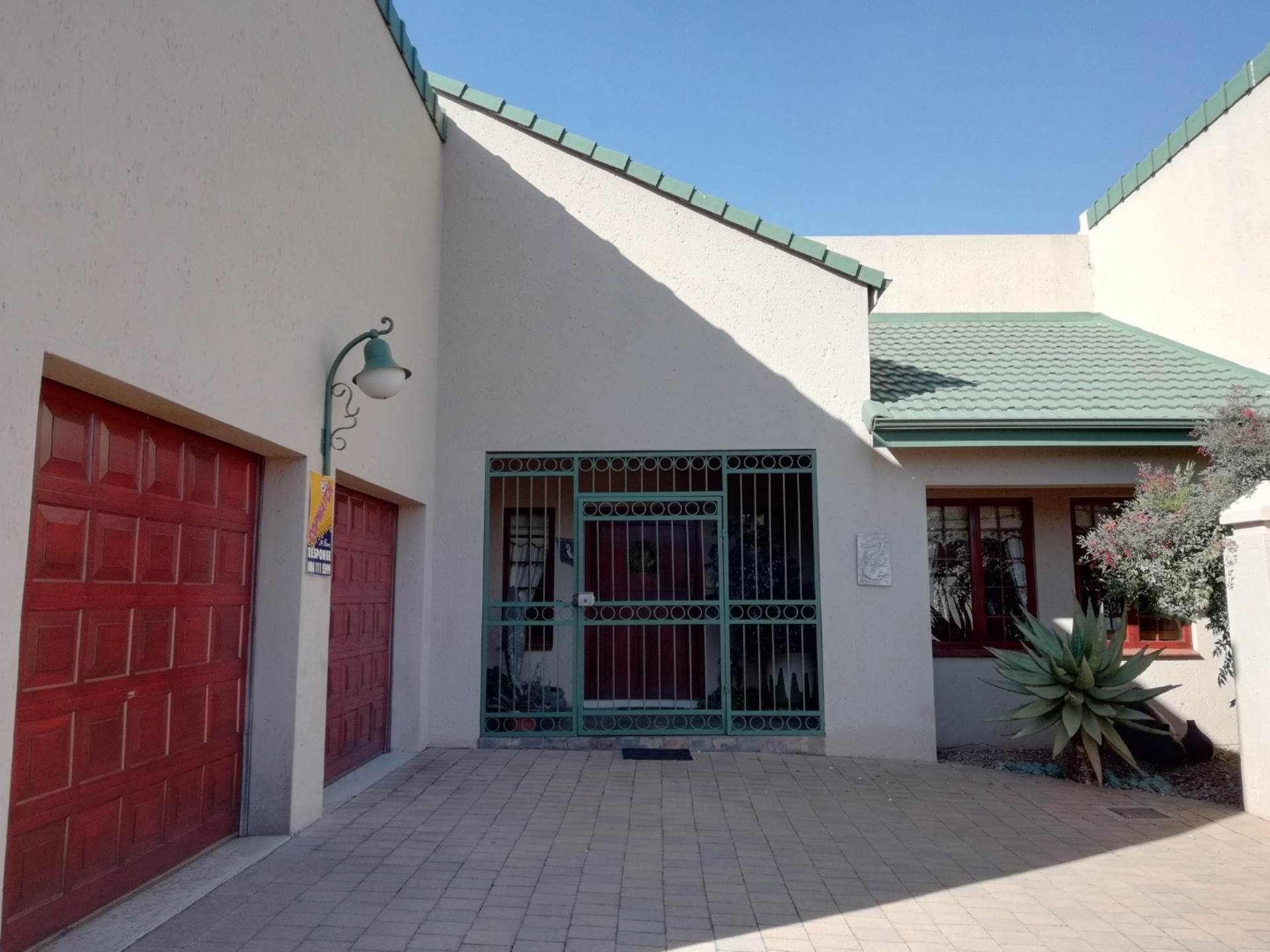 Property and Houses for sale in Eldoraigne Ext 3, House, 2 Bedrooms - ZAR 1,990,000