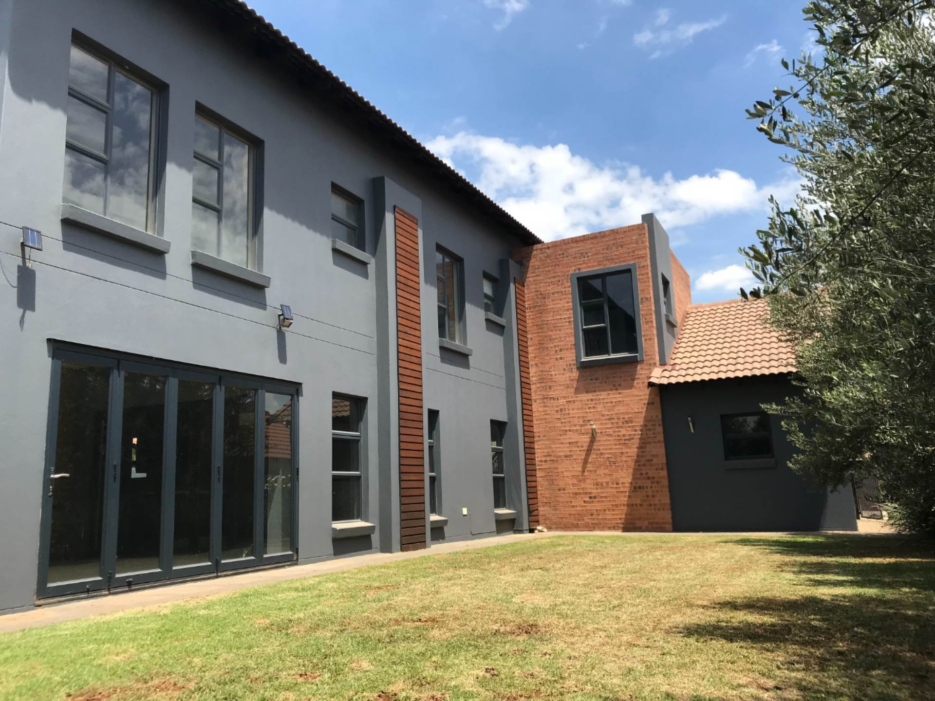 4 BedroomHouse To Rent In The Meadows